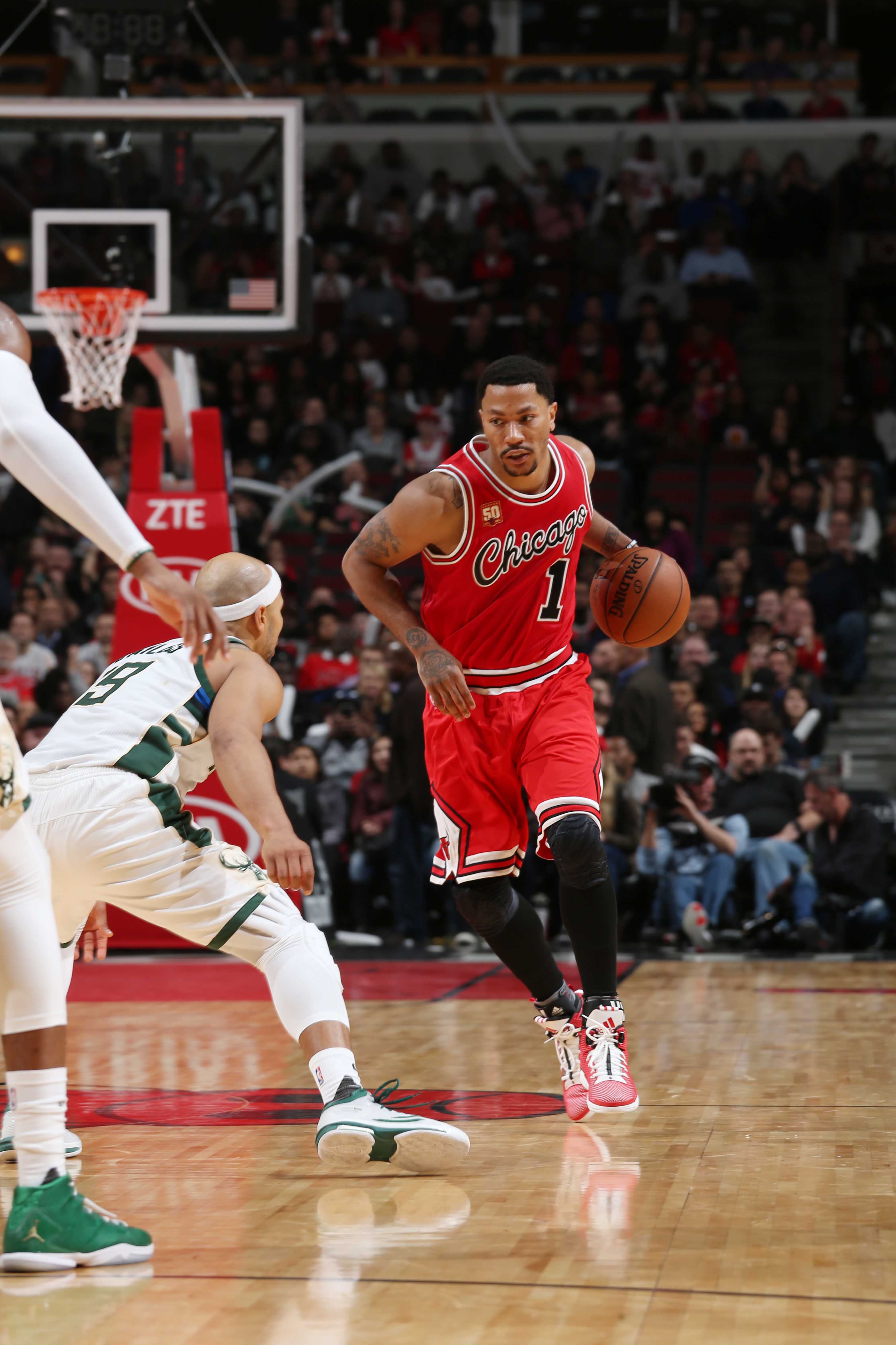 CHICAGO, IL  - MARCH 7: Derrick Rose #1 of the Chicago Bulls drives to the  basket against the Milwaukee Bucks during the game on March 7, 2016 at United Center in Chicago, Illinois. (Photo by Gary Dineen/NBAE via Getty Images)