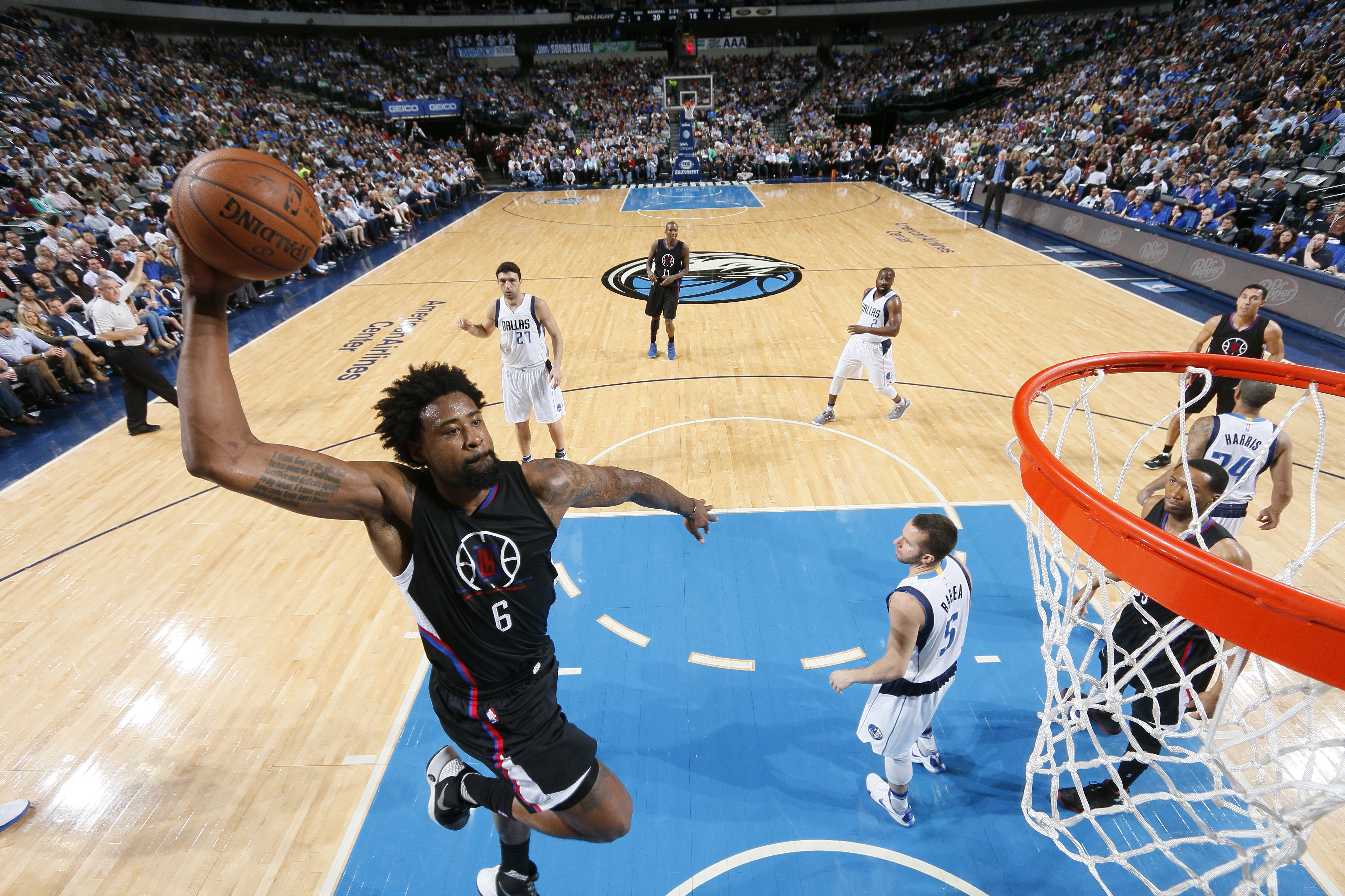 DALLAS, TX - MARCH 7: DeAndre Jordan #6 of the Los Angeles Clippers goes in for the dunk against the Dallas Mavericks on March 7, 2016 at the American Airlines Center in Dallas, Texas. (Photo by Glenn James/NBAE via Getty Images)