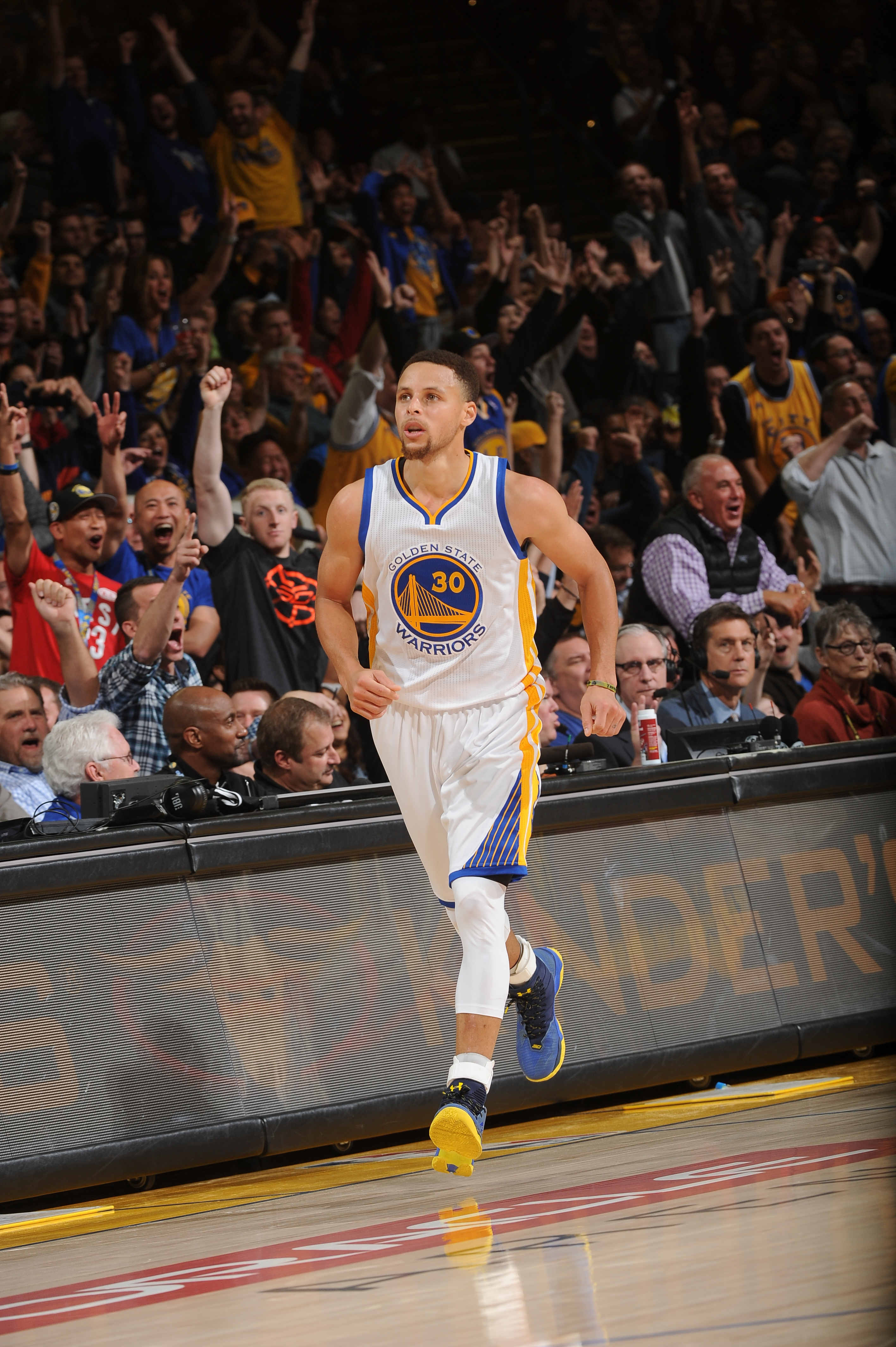OAKLAND, CA - MARCH 7: Stephen Curry #30 of the Golden State Warriors runs up court during the game against the Orlando Magic on March 7, 2016 at ORACLE Arena in Oakland, California. (Photo by Noah Graham/NBAE via Getty Images)