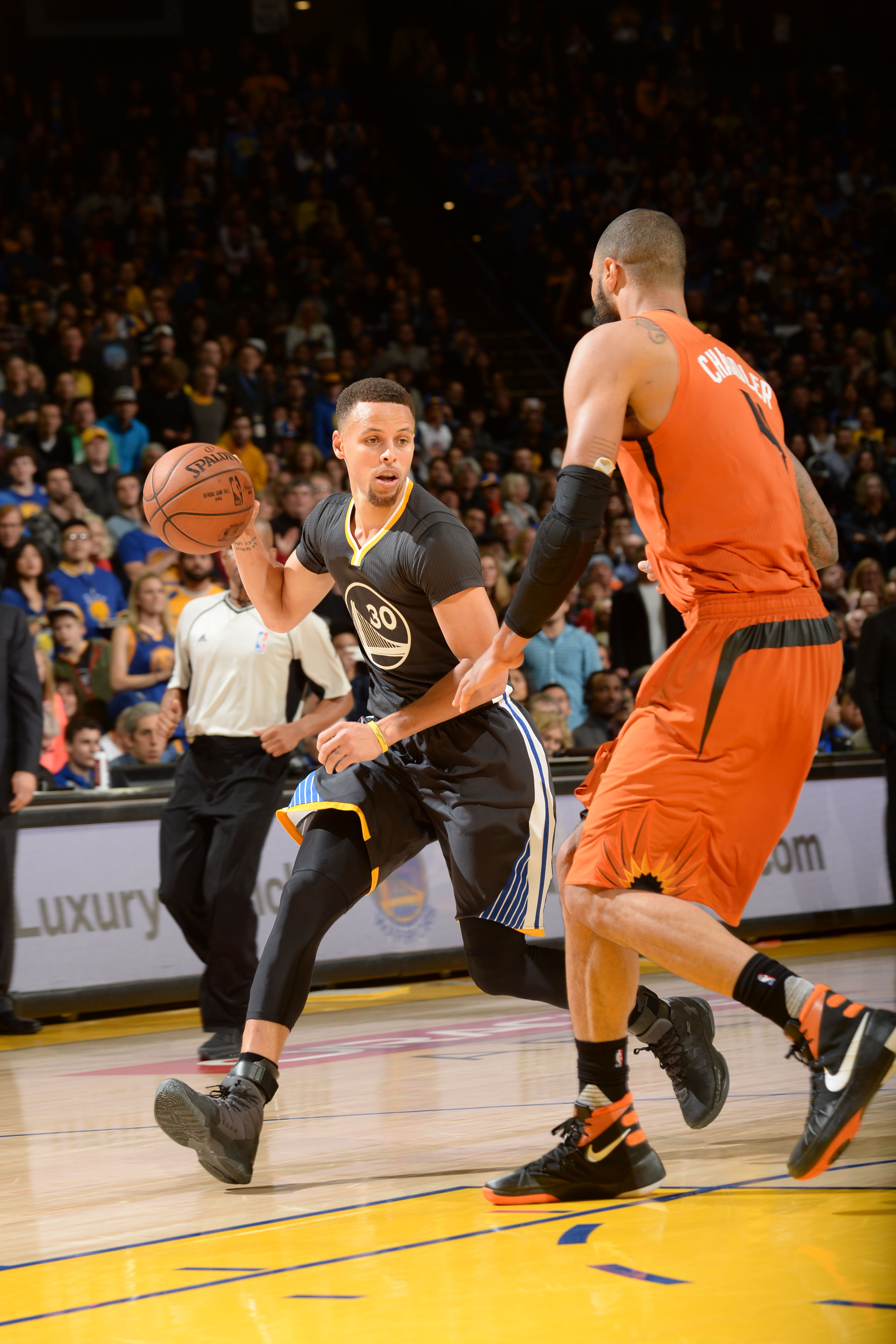 OAKLAND, CA - MARCH 12: Stephen Curry #30 of the Golden State Warriors drives to the basket against the Phoenix Suns during the game on March 12, 2016 at Oracle Arena in Oakland, California. (Photo by Noah Graham/NBAE via Getty Images)
