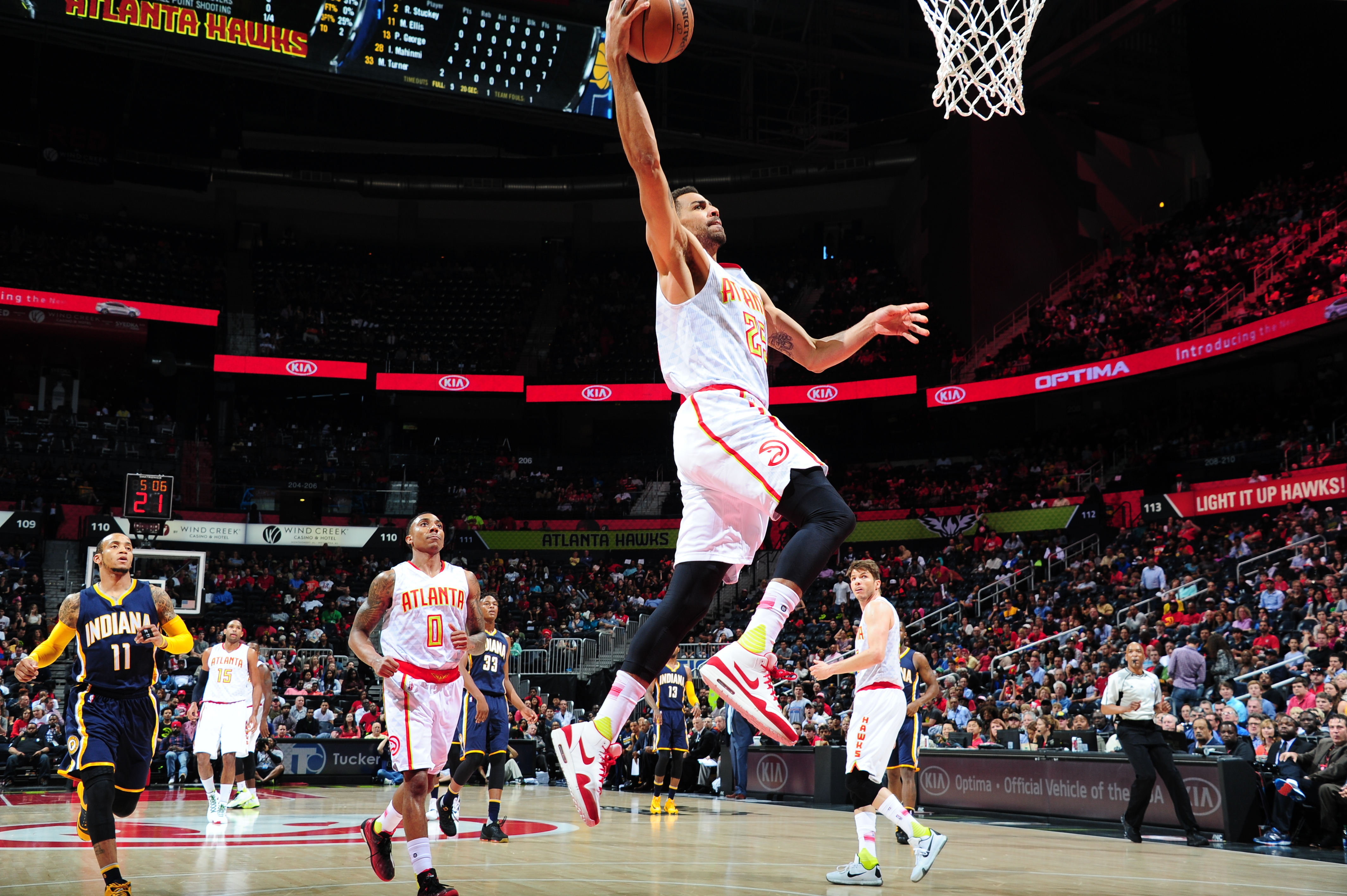 ATLANTA, GA  - MARCH 13: Thabo Sefolosha #25 of the Atlanta Hawks goes for the dunk against the Indiana Pacers during the game on March 13, 2016 at Philips Arena in Atlanta, Georgia. (Photo by Juan Ocampo/NBAE via Getty Images)
