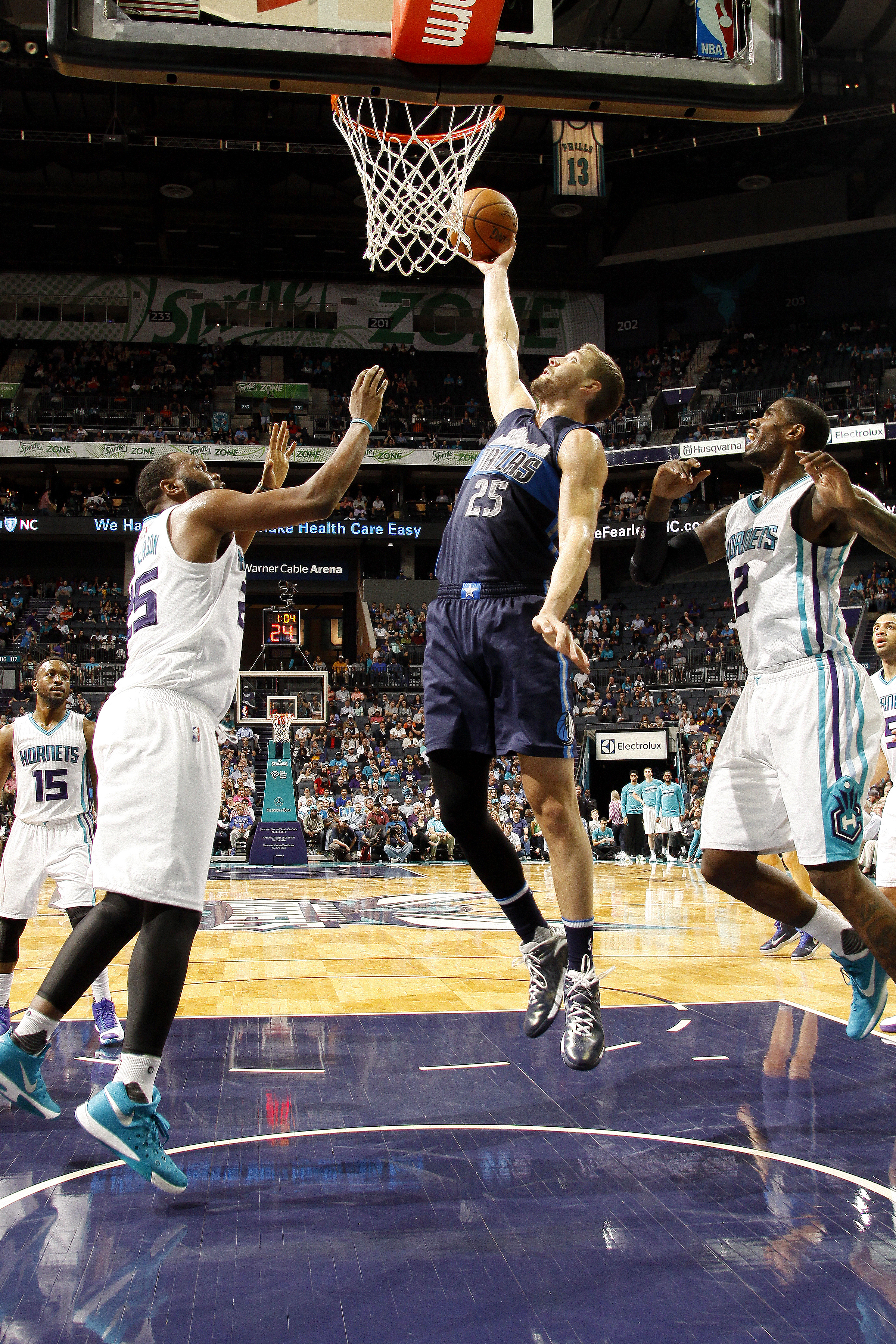 CHARLOTTE, NC - MARCH 14: Chandler Parsons #25 of the Dallas Mavericks goes for the lay up during the game against the Charlotte Hornets on March 14, 2016 at Time Warner Cable Arena in Charlotte, North Carolina. (Photo by Kent Smith/NBAE via Getty Images)