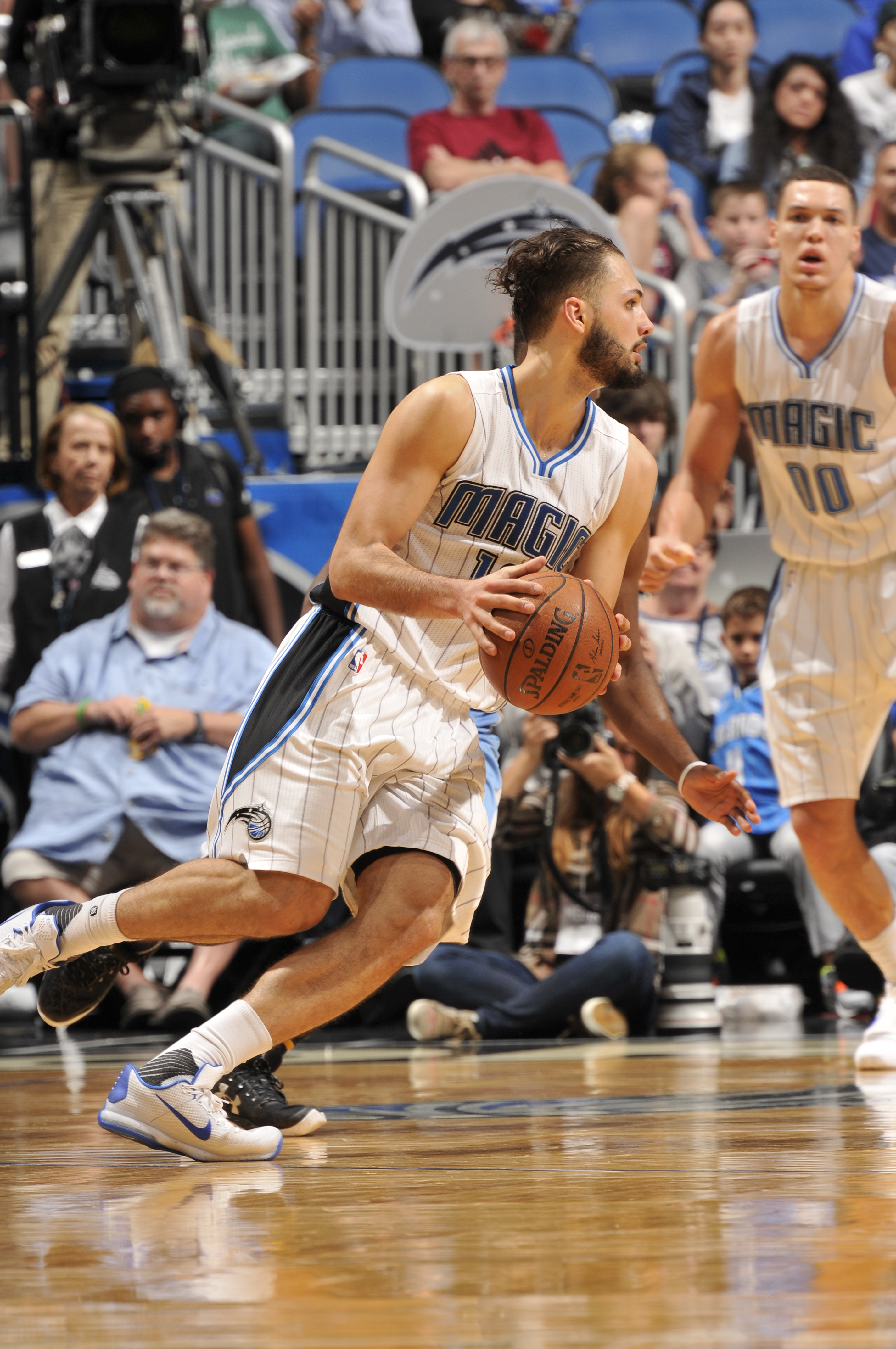 ORLANDO, FL - MARCH 15:  Evan Fournier #10 of the Orlando Magic handles the ball against the Denver Nuggets on March 15, 2016 at the Amway Center in Orlando, Florida. (Photo by Fernando Medina/NBAE via Getty Images)