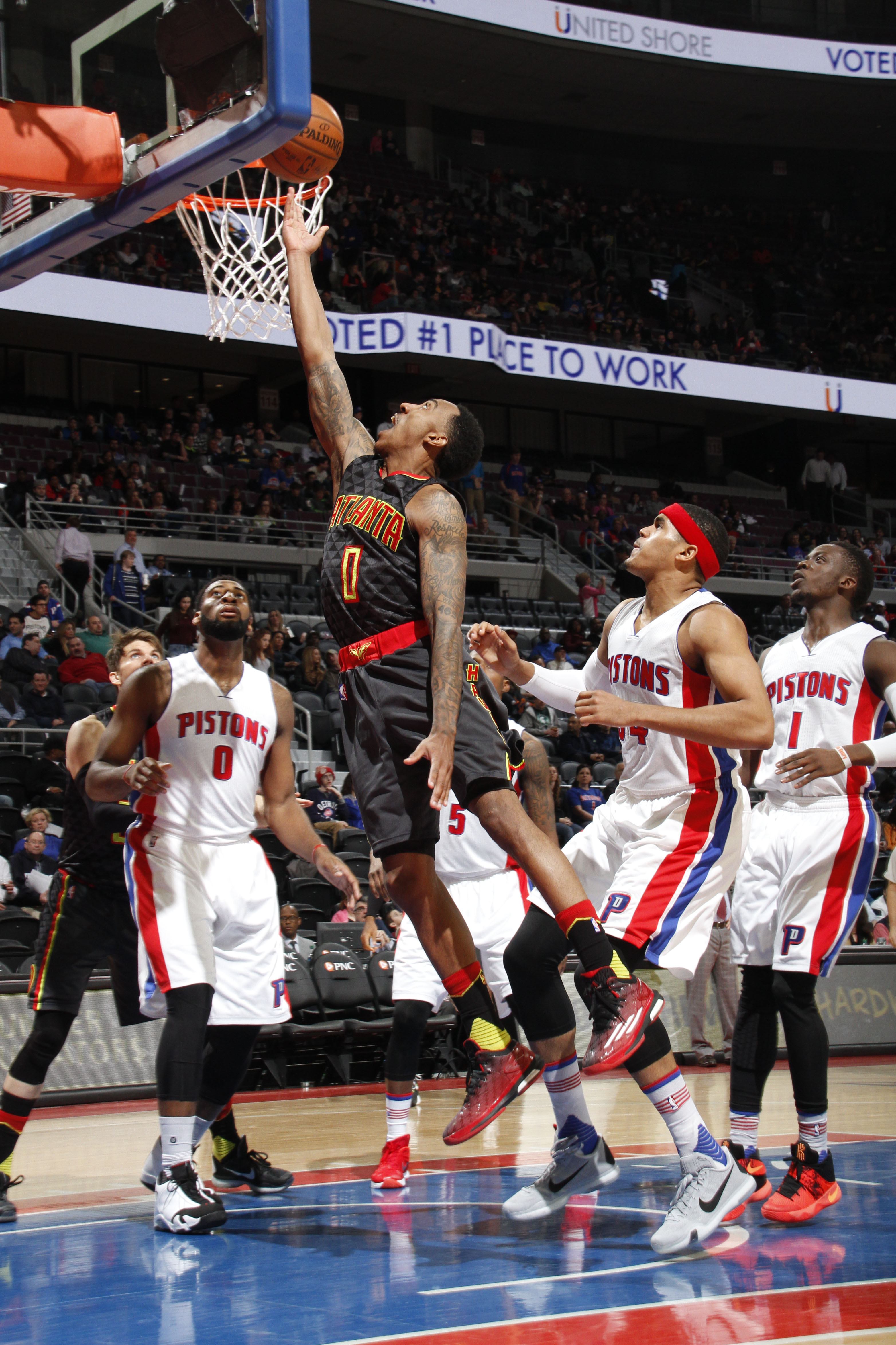 AUBURN HILLS, MI  - MARCH 16: Jeff Teague #0 of the Atlanta Hawks goes for the lay up against the Detroit Pistons during the game on March 16, 2016 at The Palace of Auburn Hills in Auburn Hills, Michigan. (Photo by B.Sevald/Einstein/NBAE via Getty Images)