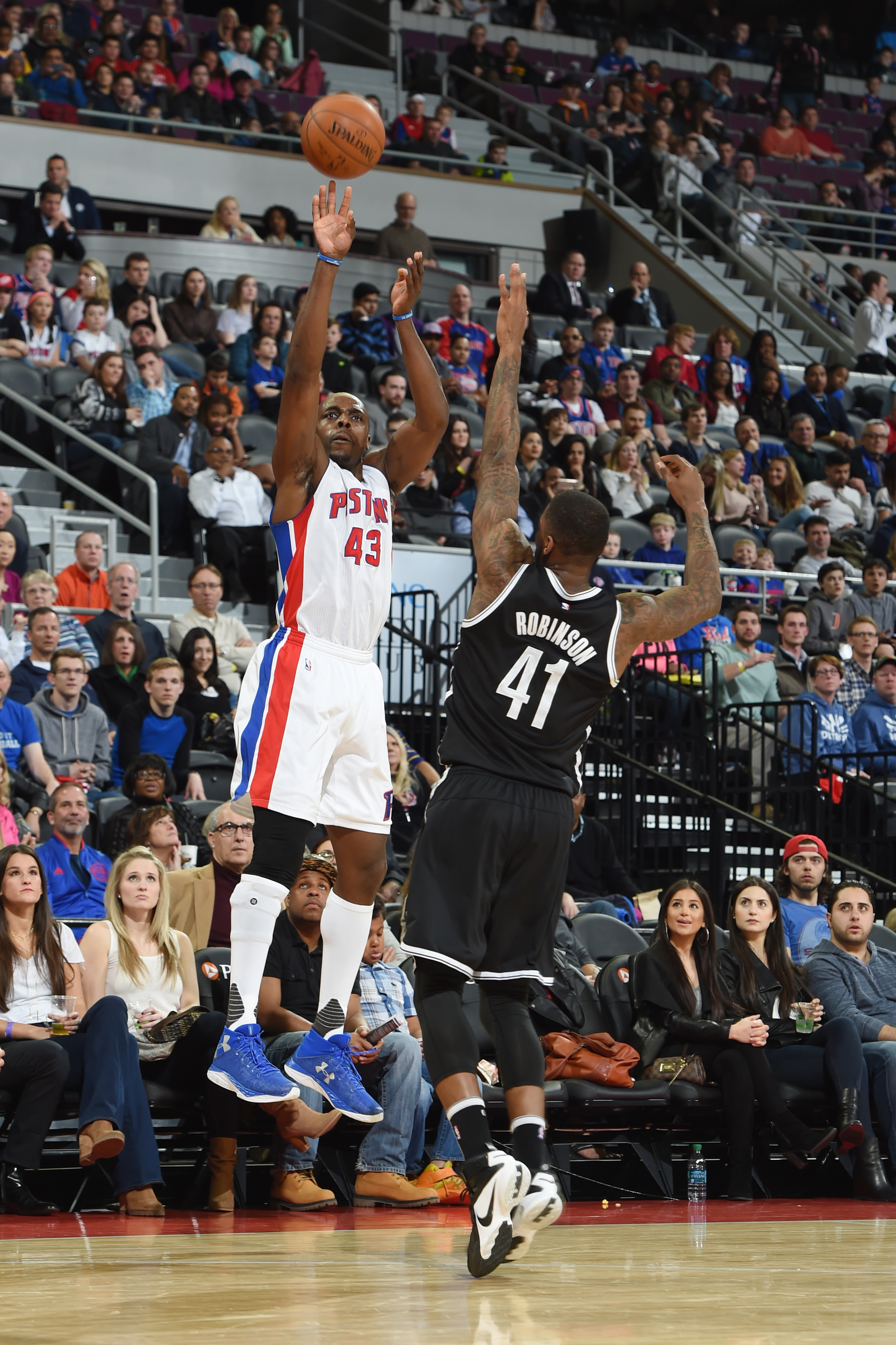 AUBURN HILLS, MI  - MARCH 19: Anthony Tolliver #43 of the Detroit Pistons shoots against Thomas Robinson #41 of the Brooklyn Nets during the game on March 19, 2016 at The Palace of Auburn Hills in Auburn Hills, Michigan. (Photo by Allen Einstein/NBAE via