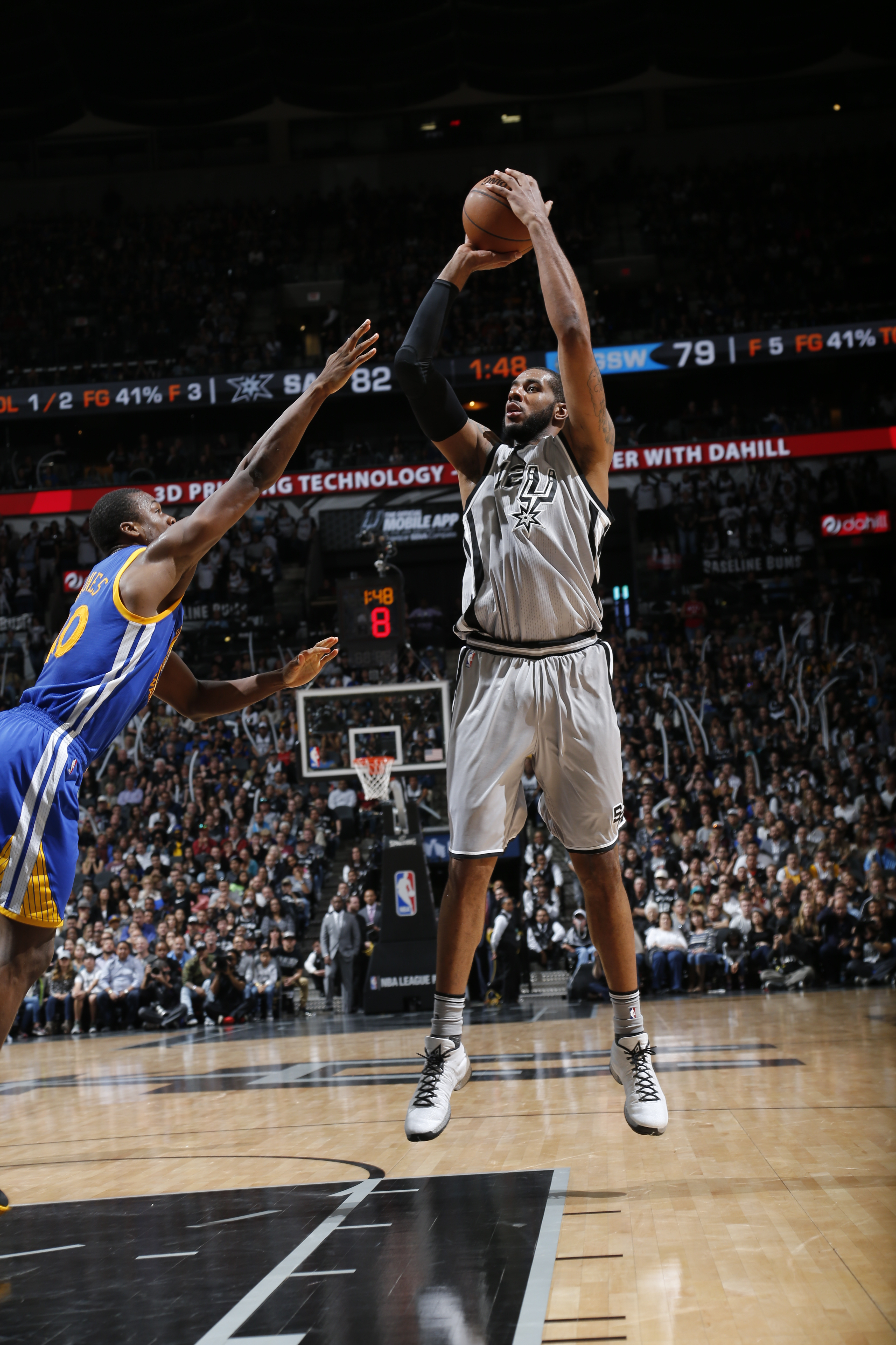 SAN ANTONIO, TX - MARCH 19:  LaMarcus Aldridge #12 of the San Antonio Spurs shoots against the Golden State Warriors on March 19, 2016 at the AT&T Center in San Antonio, Texas.