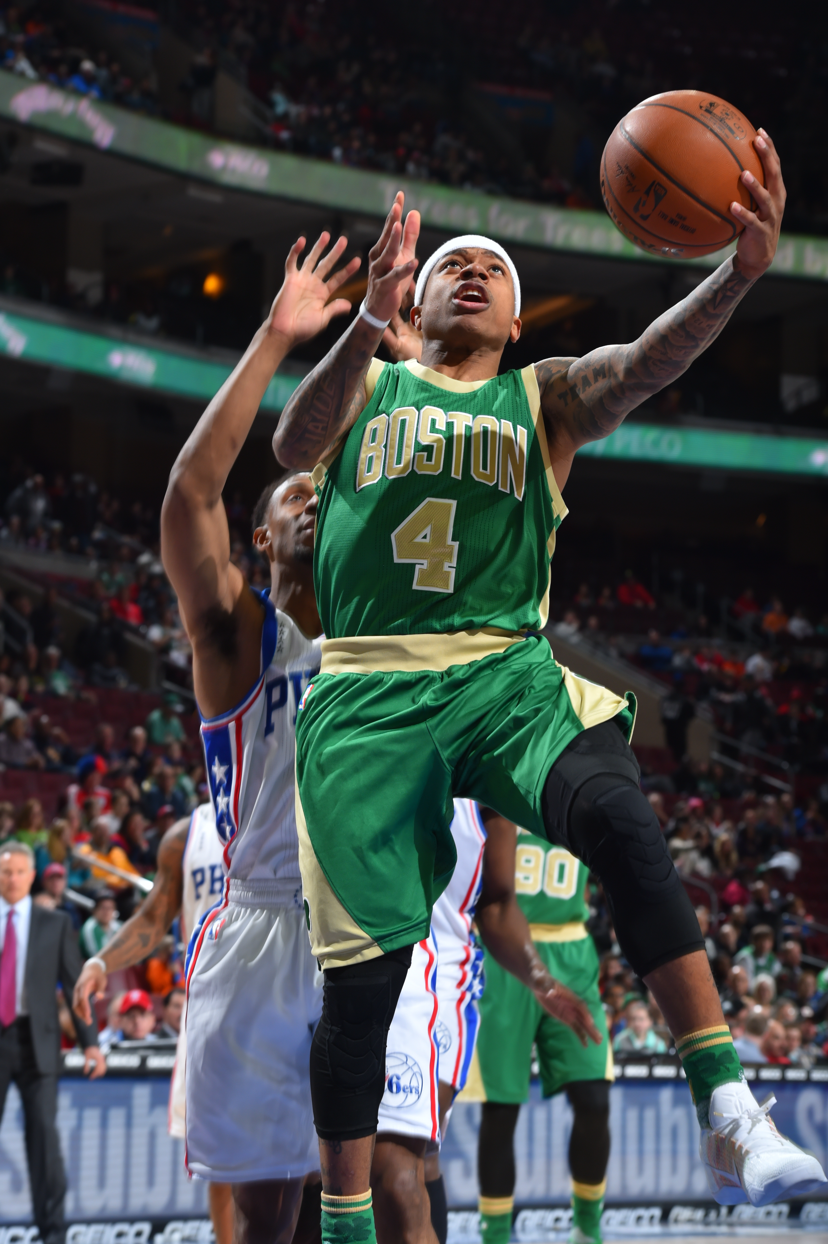 PHILADELPHIA,PA - MARCH 20:  Isaiah Thomas #4 of the Boston Celtics goes up for the layup against the Philadelphia 76ers at Wells Fargo Center on March 20, 2016 in Philadelphia, Pennsylvania (Photo by Jesse D. Garrabrant/NBAE via Getty Images)