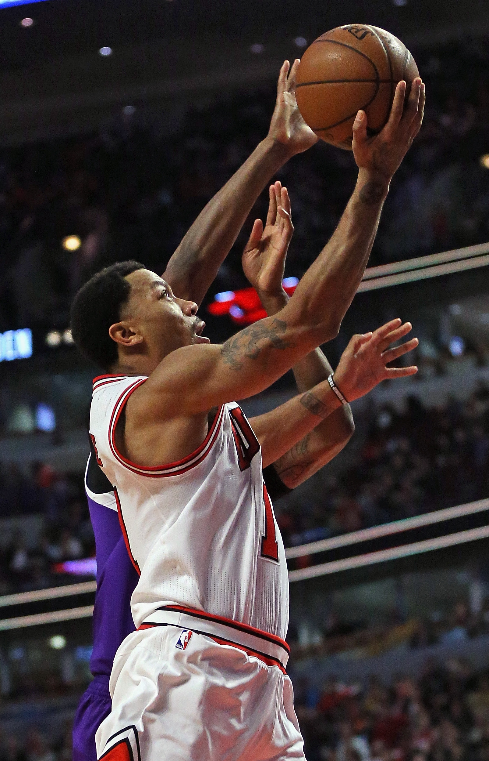 CHICAGO, IL - MARCH 21:  Derrick Rose #1 of the Chicago Bulls drives to the basket against Rudy Gay #8 of the Sacramento Kings at the United Center on March 21, 2016 in Chicago, Illinois. The Bulls defeated the Kings 109-102. (Photo by Jonathan Daniel/Get