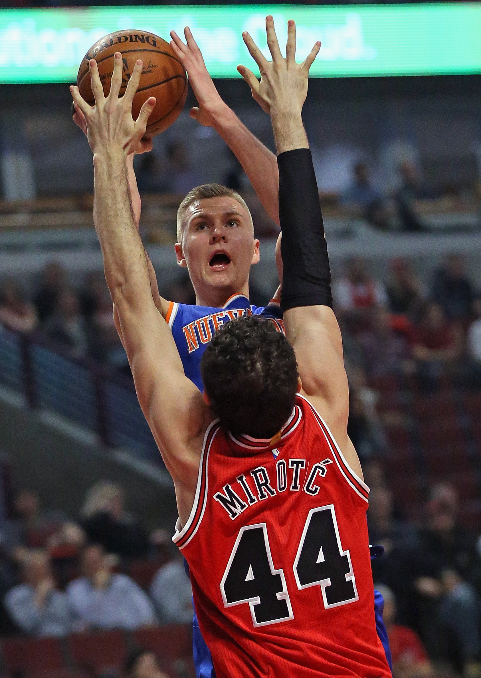 CHICAGO, IL - MARCH 23: Kristaps Porzingis #6 of the New York Knicks shoots over Nikola Mirotic #44 of the Chicago Bulls at the United Center on March 23, 2016 in Chicago, Illinois. (Photo by Jonathan Daniel/Getty Images)
