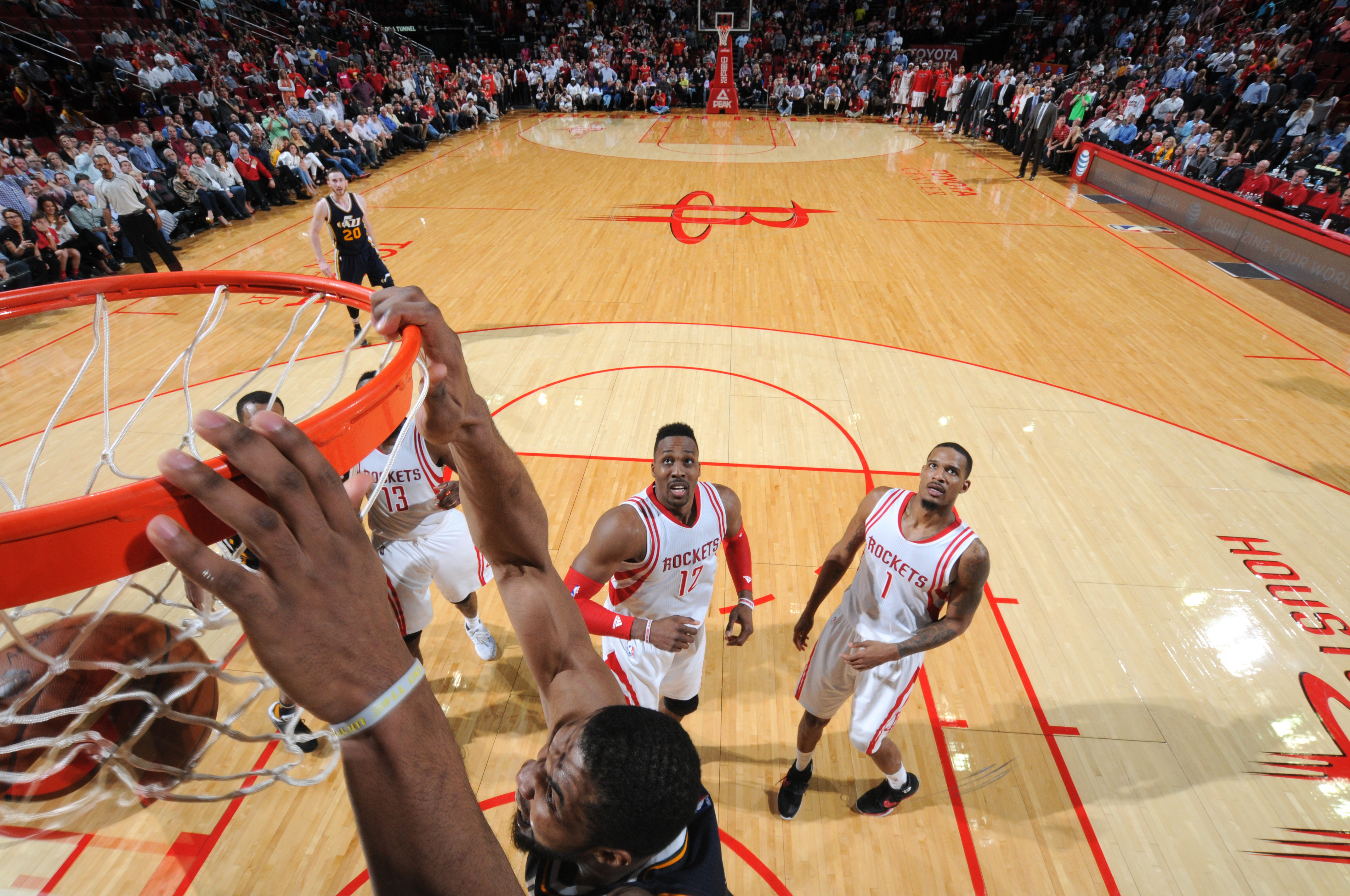 HOUSTON, TX - MARCH 23:  Derrick Favors #15 of the Utah Jazz dunks for the game winning basket against the Houston Rockets on March 23, 2016 at the Toyota Center in Houston, Texas. (Photo by Bill Baptist/NBAE via Getty Images)