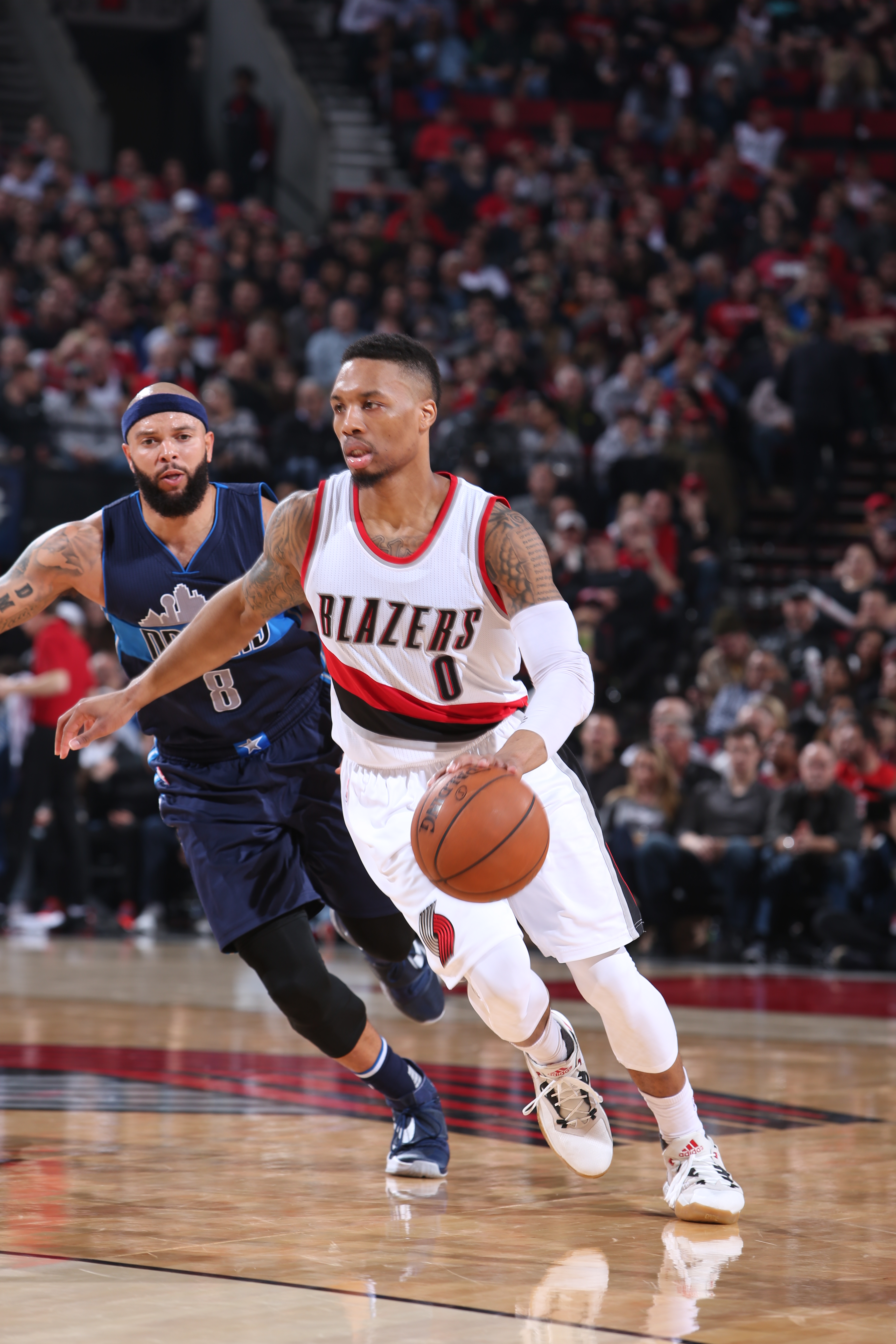 PORTLAND, OR - MARCH 23:  Damian Lillard #0 of the Portland Trail Blazers drives to the basket against Deron Williams #8 of the Dallas Mavericks on March 23, 2016 at the Moda Center in Portland, Oregon. (Photo by Sam Forencich/NBAE via Getty Images)