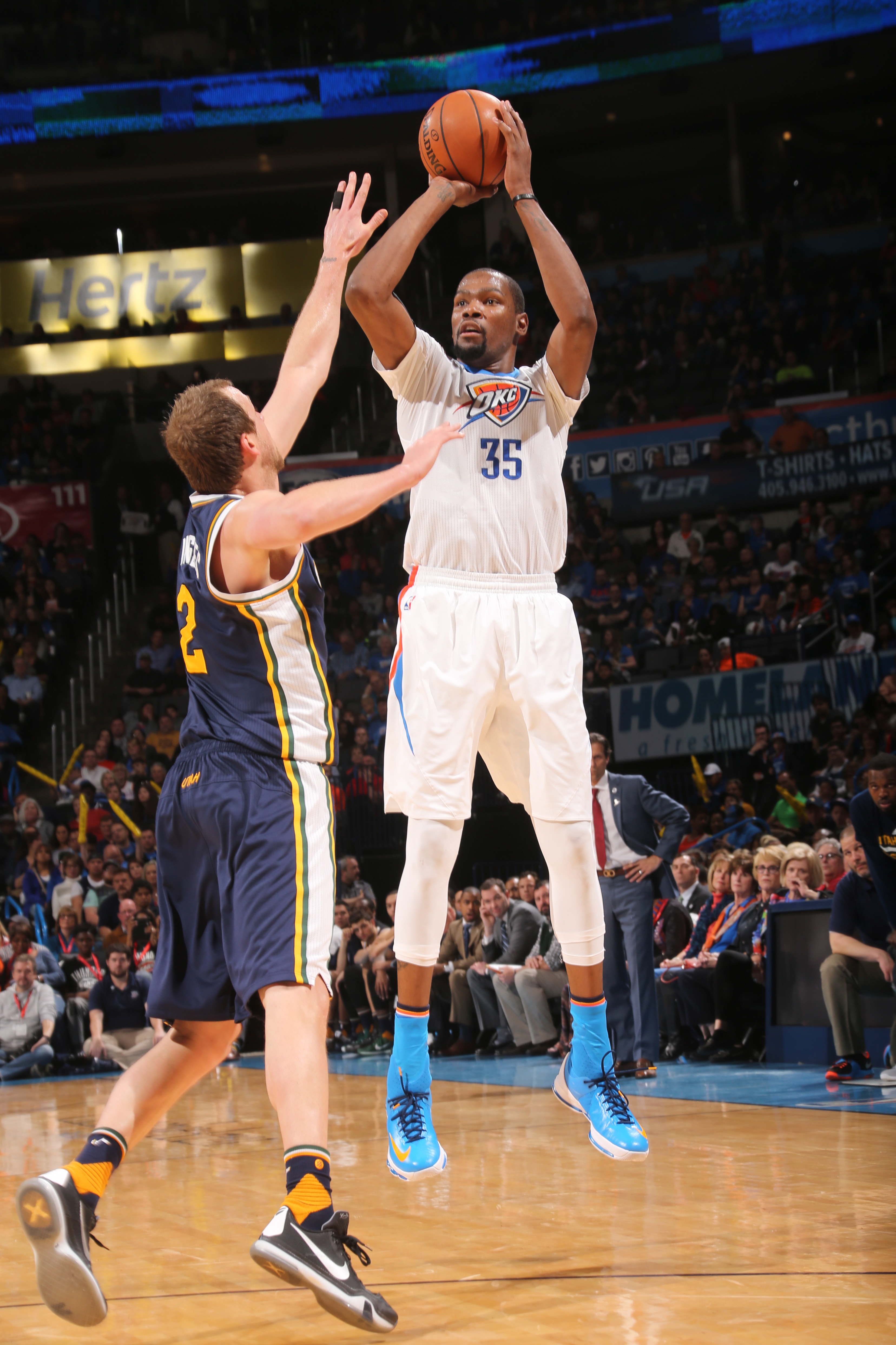 OKLAHOMA CITY, OK  - MARCH 24: Kevin Durant #35 of the Oklahoma City Thunder shoots against the Utah Jazz during the game on March 24, 2016 at Chesapeake Energy Arena in Oklahoma City, Oklahoma. (Photo by Layne Murdoch/NBAE via Getty Images)