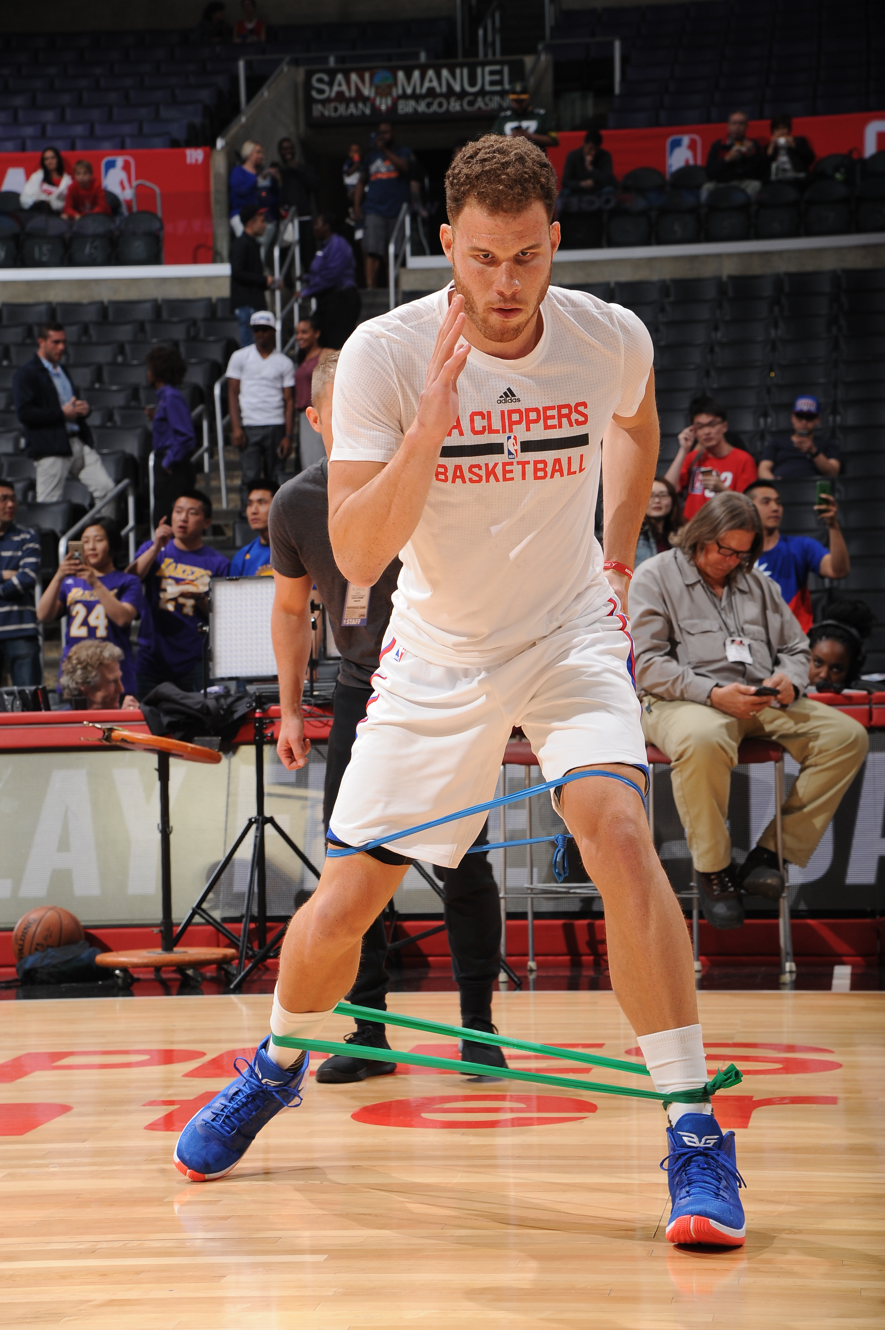 LOS ANGELES, CA - MARCH 24:  Blake Griffin #32 of the Los Angeles Clippers warms up against the Portland Trail Blazers on March 24, 2016 at STAPLES Center in Los Angeles, California. (Photo by Andrew D. Bernstein/NBAE via Getty Images)