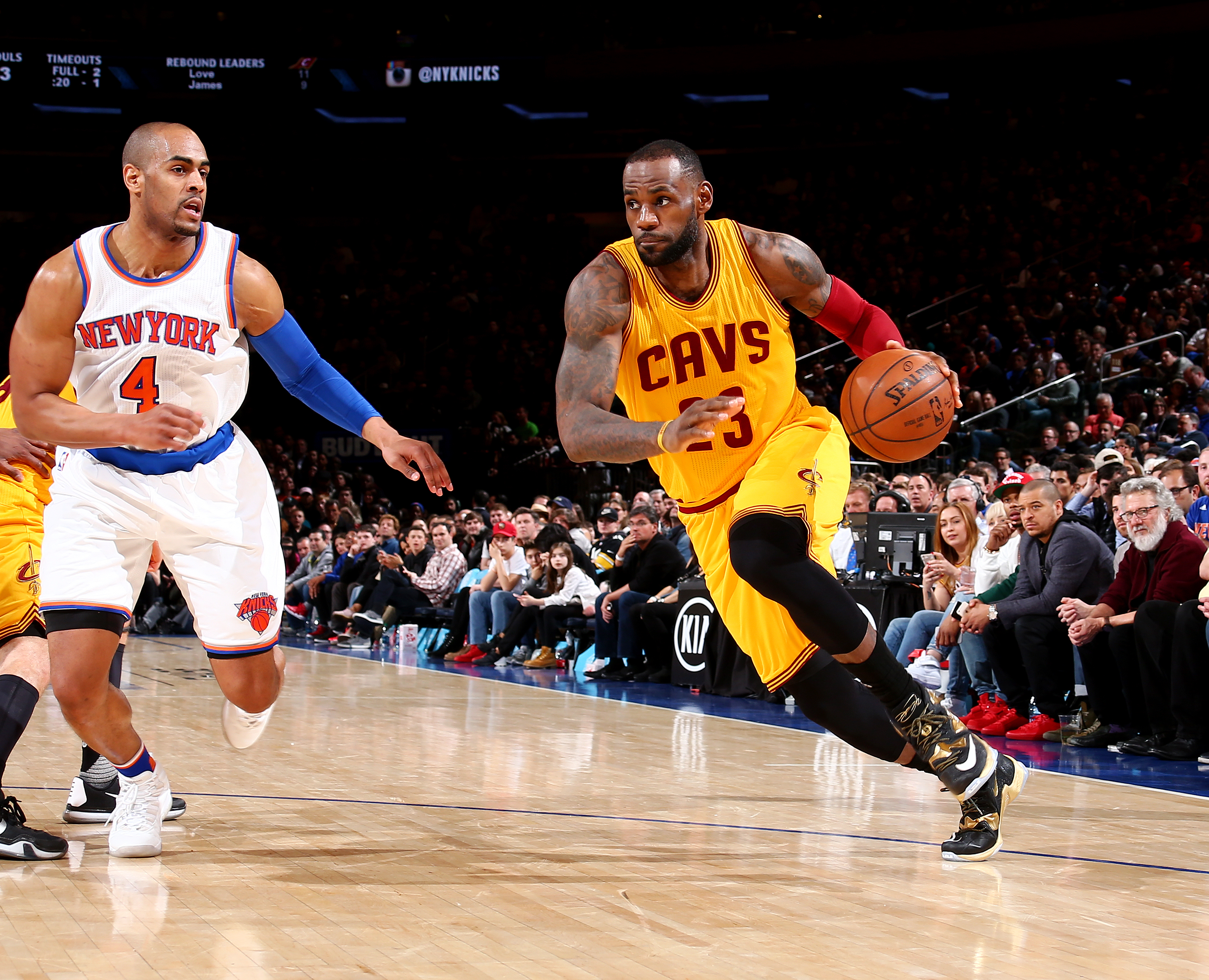 NEW YORK, NY - MARCH 26:  LeBron James #23 of the Cleveland Cavaliers handles the ball against the New York Knicks at Madison Square Garden in New York City on November 26, 2016.  (Photo by Nathaniel S. Butler/NBAE via Getty Images)
