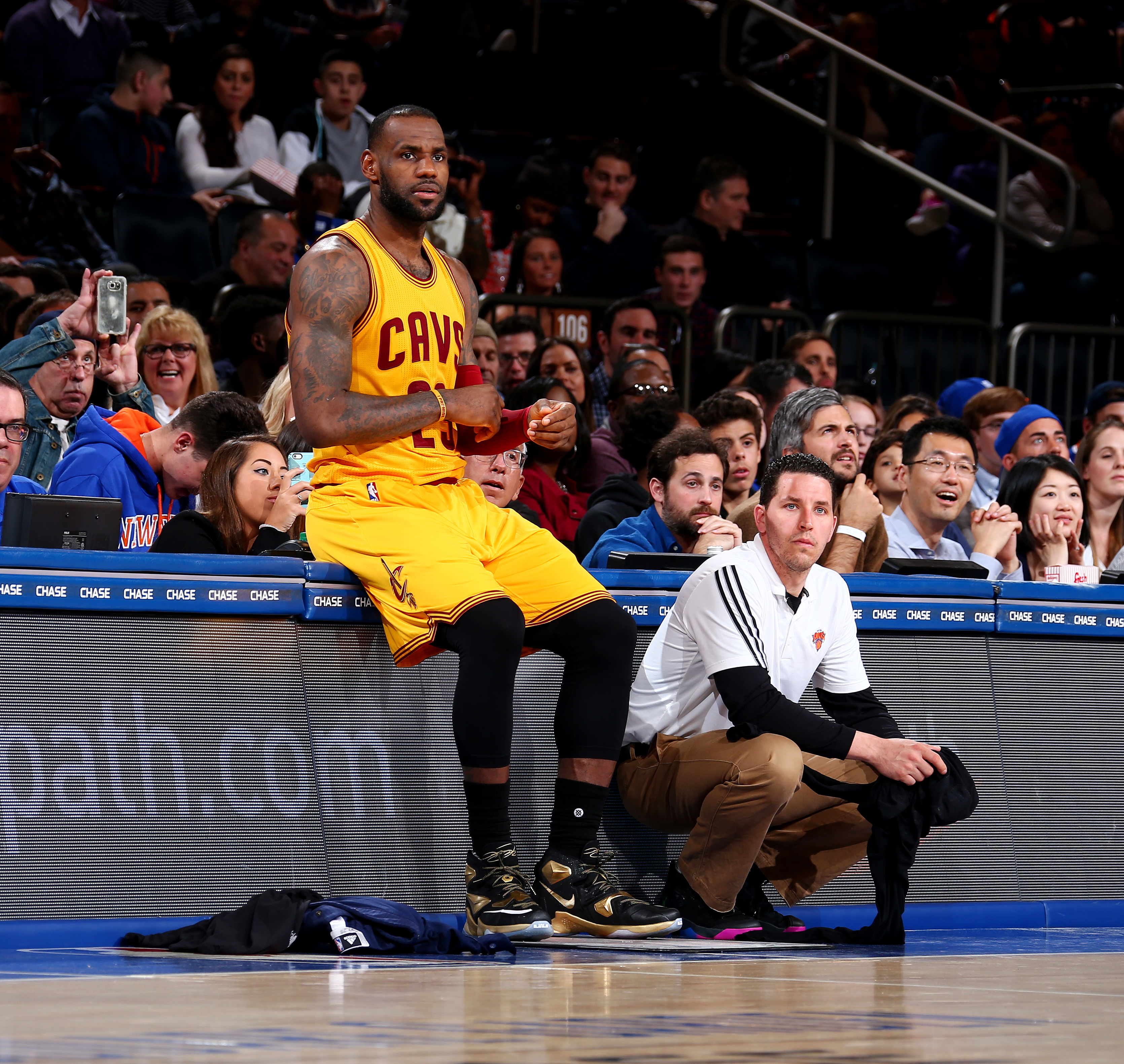 NEW YORK, NY - MARCH 26:  LeBron James #23 of the Cleveland Cavaliers is seen against the New York Knicks at Madison Square Garden in New York City on November 26, 2016.  (Photo by Nathaniel S. Butler/NBAE via Getty Images)