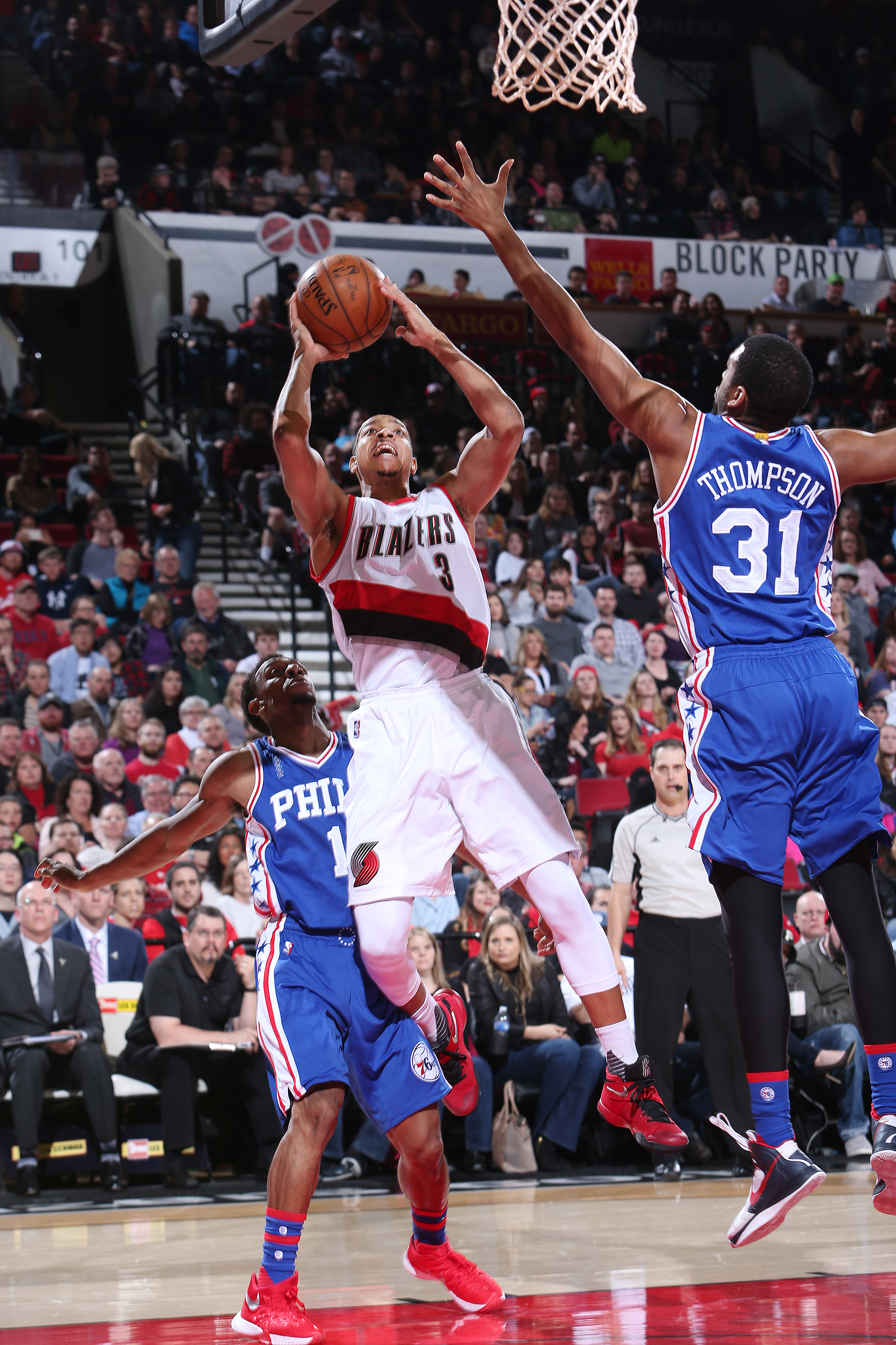 PORTLAND, OR - MARCH 26:  C.J. McCollum #3 of the Portland Trail Blazers shoots the ball against the Philadelphia 76ers on March 26, 2016 at the Moda Center in Portland, Oregon. (Photo by Sam Forencich/NBAE via Getty Images)