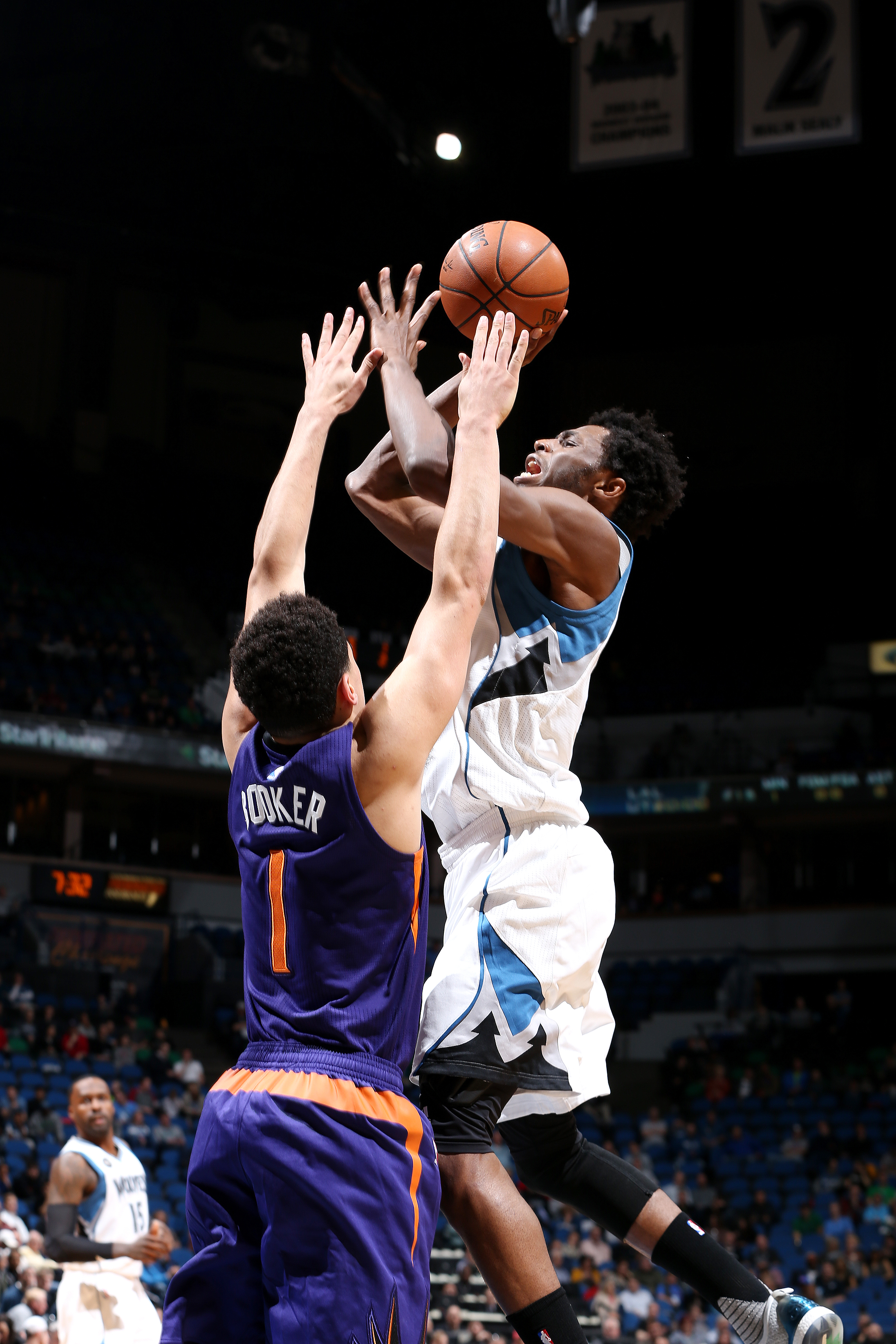 MINNEAPOLIS, MN -  MARCH 28: Andrew Wiggins #22 of the Minnesota Timberwolves shoots the ball during the game against the Phoenix Suns on March 28, 2016 at Target Center in Minneapolis, Minnesota. (Photo by David Sherman/NBAE via Getty Images)