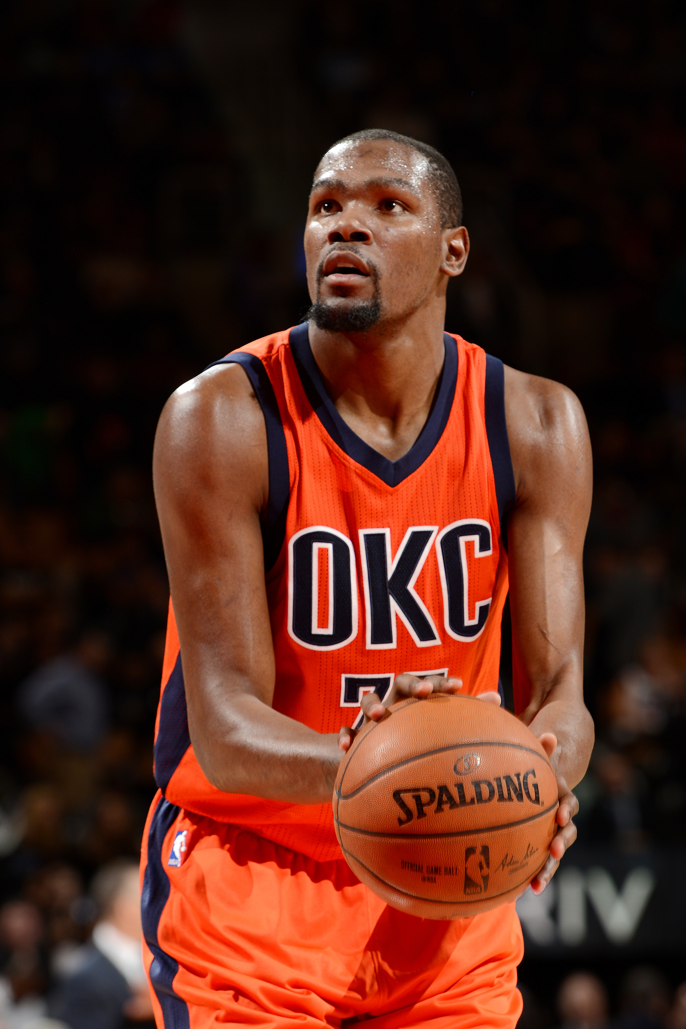 TORONTO, CANADA - MARCH 28: Kevin Durant #35 of the Oklahoma City Thunder shoots a free throw during the game against the Toronto Raptors on March 28, 2016 at the Air Canada Centre in Toronto, Ontario, Canada.  (Photo by Ron Turenne/NBAE via Getty Images)