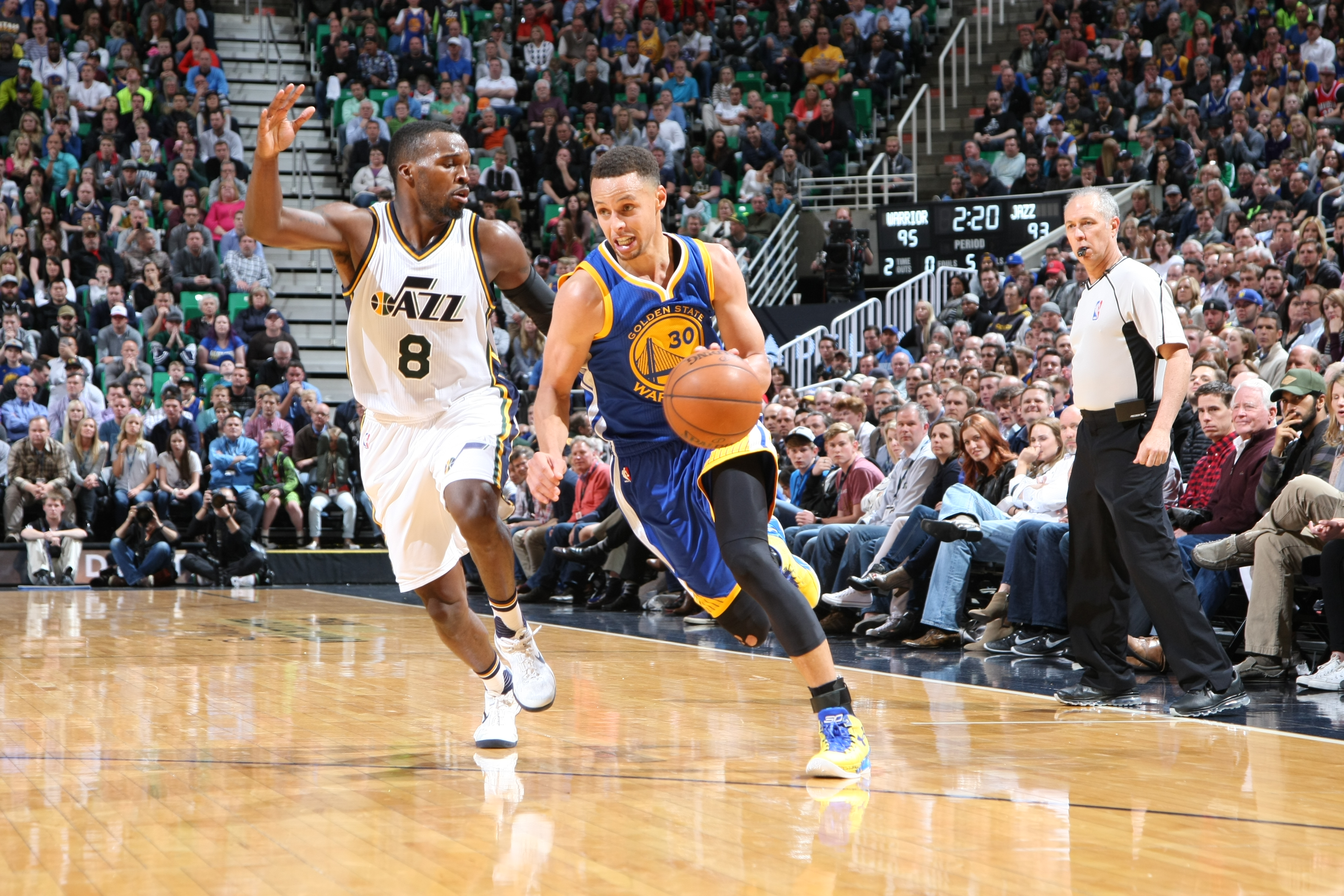 SALT LAKE CITY, UT - MARCH 30:  Stephen Curry #30 of the Golden State Warriors handles the ball against Shelvin Mack #8 of the Utah Jazz on March 30, 2016 at vivint.SmartHome Arena in Salt Lake City, Utah. (Photo by Melissa Majchrzak/NBAE via Getty Images