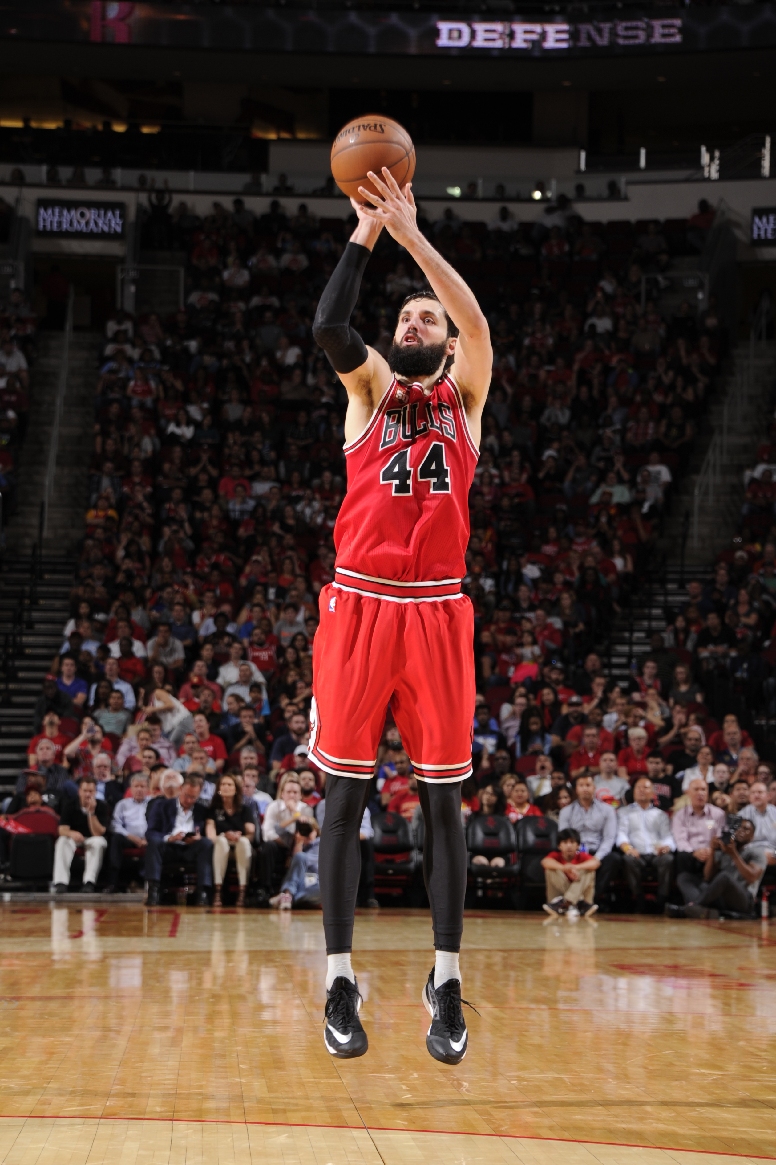 HOUSTON, TX - MARCH 31:  Nikola Mirotic #44 of the Chicago Bulls shoots against the Houston Rockets on March 31, 2016 at the Toyota Center in Houston, Texas. (Photo by Bill Baptist/NBAE via Getty Images)