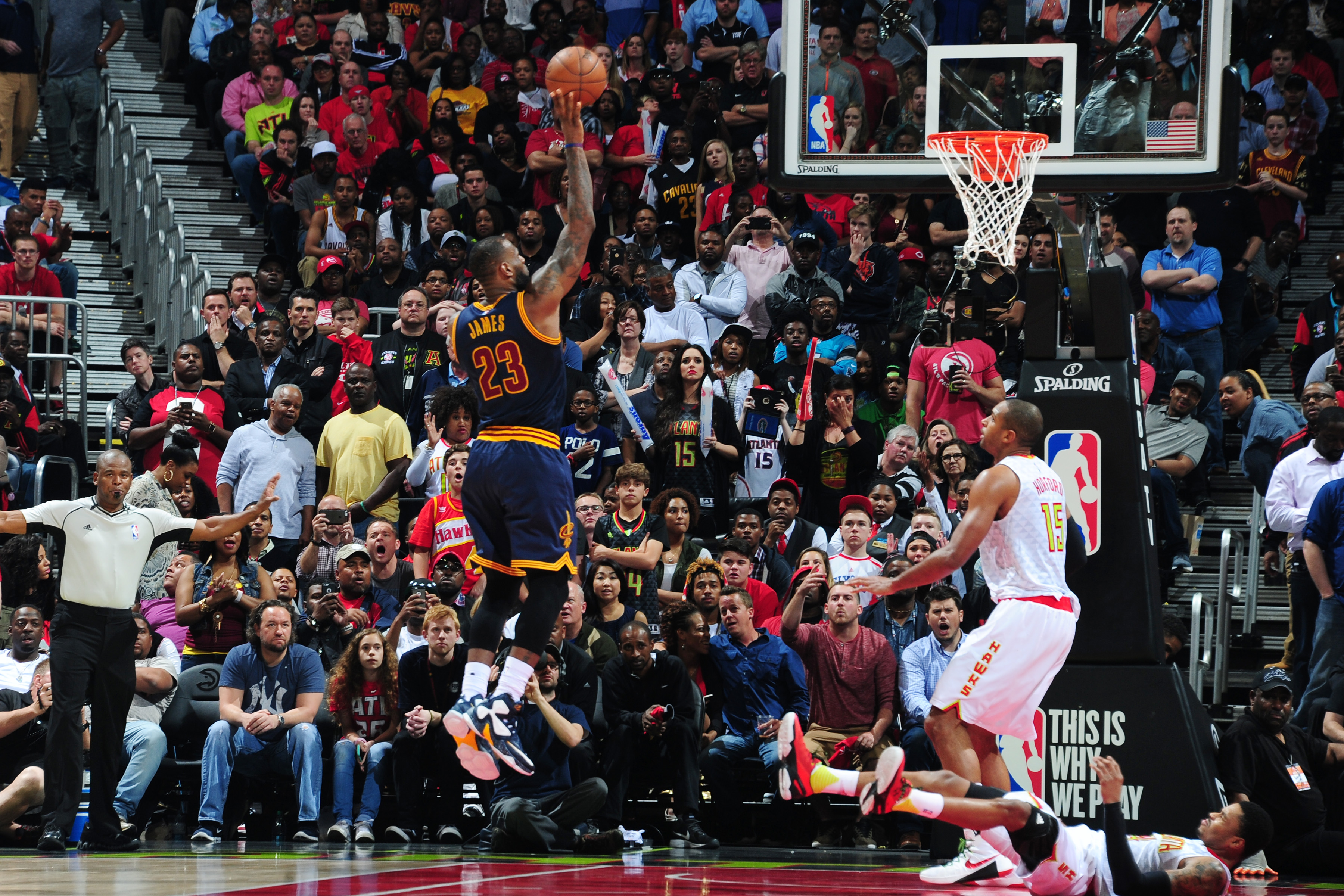 ATLANTA, GA - APRIL 1: LeBron James #23 of the Cleveland Cavaliers shoots the ball against the Atlanta Hawks on April 1, 2016 at Philips Arena in Atlanta, Georgia.  (Photo by Scott Cunningham/NBAE via Getty Images)