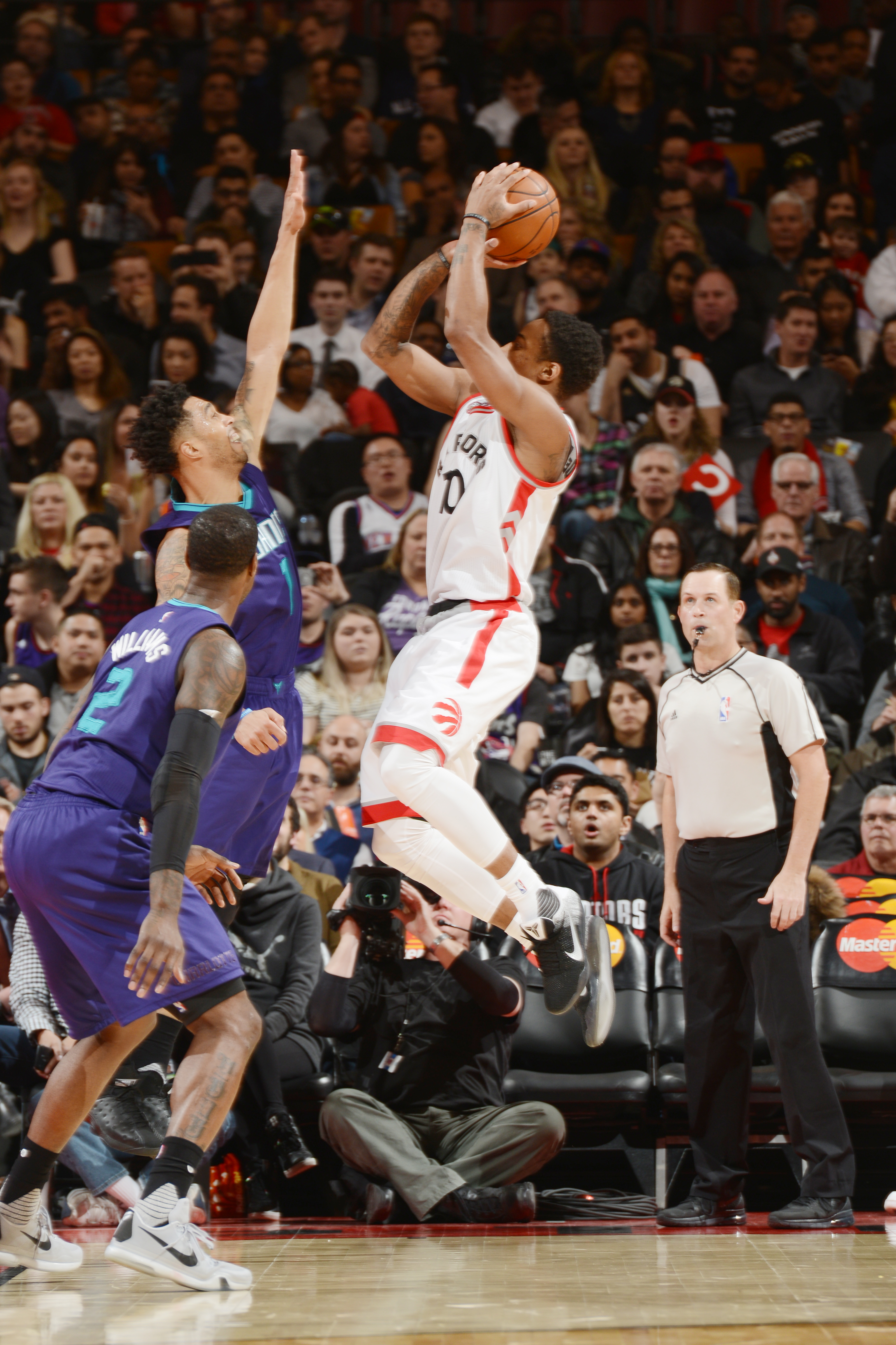 TORONTO, CAN  - APRIL 5: DeMar DeRozan #10 of the Toronto Raptors shoots against the Charlotte Hornets  during the game on April 5, 2016 at Air Canada Centre in Toronto, Canada. (Photo by Ron Turenne/NBAE via Getty Images)