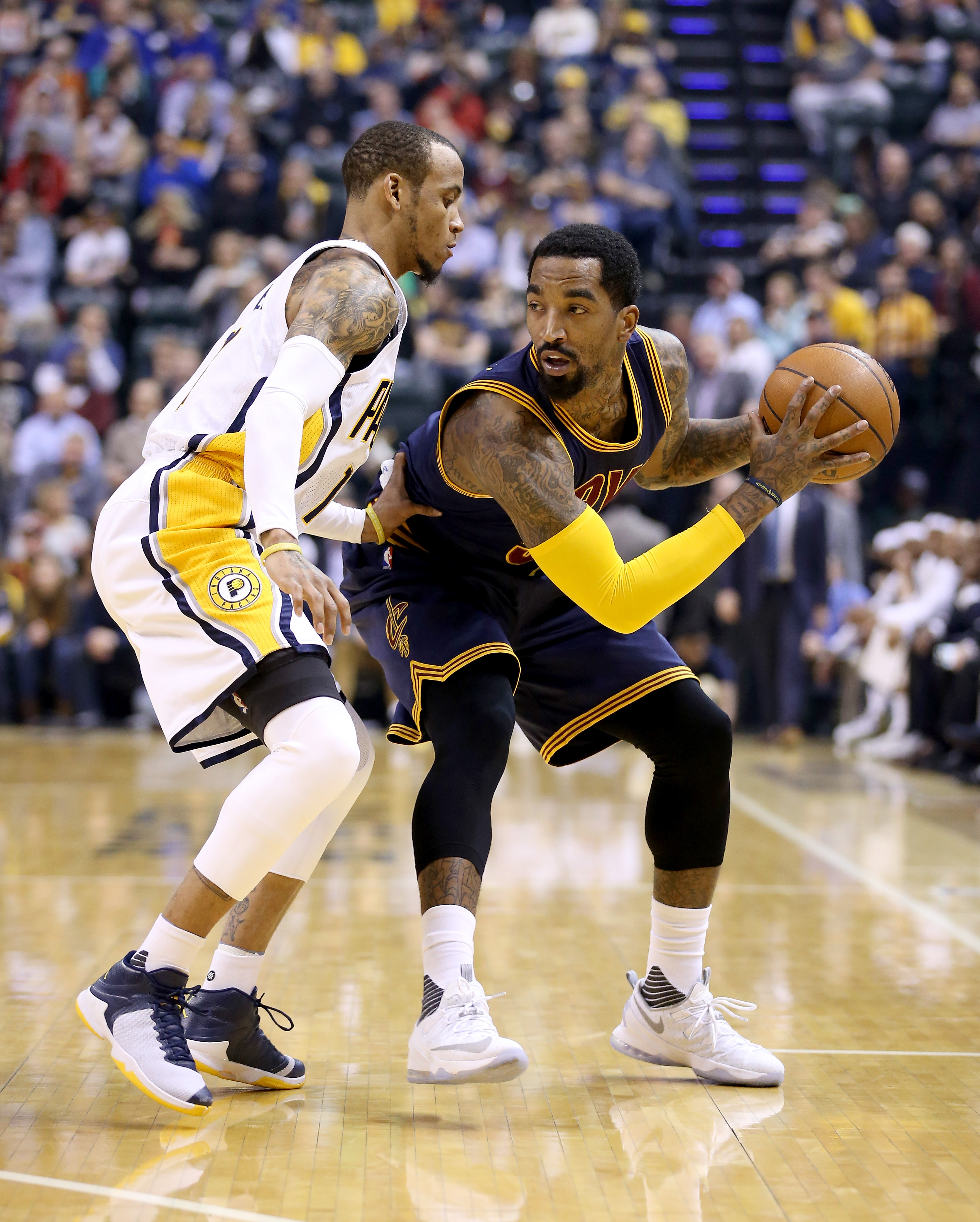 INDIANAPOLIS, INDIANA - APRIL 06: J.R. Smith #5 of the Cleveland Cavaliers looks to pass the ball during the game against the Indiana Pacers at Bankers Life Fieldhouse on April 6, 2016 in Indianapolis, Indiana.   (Photo by Andy Lyons/Getty Images)