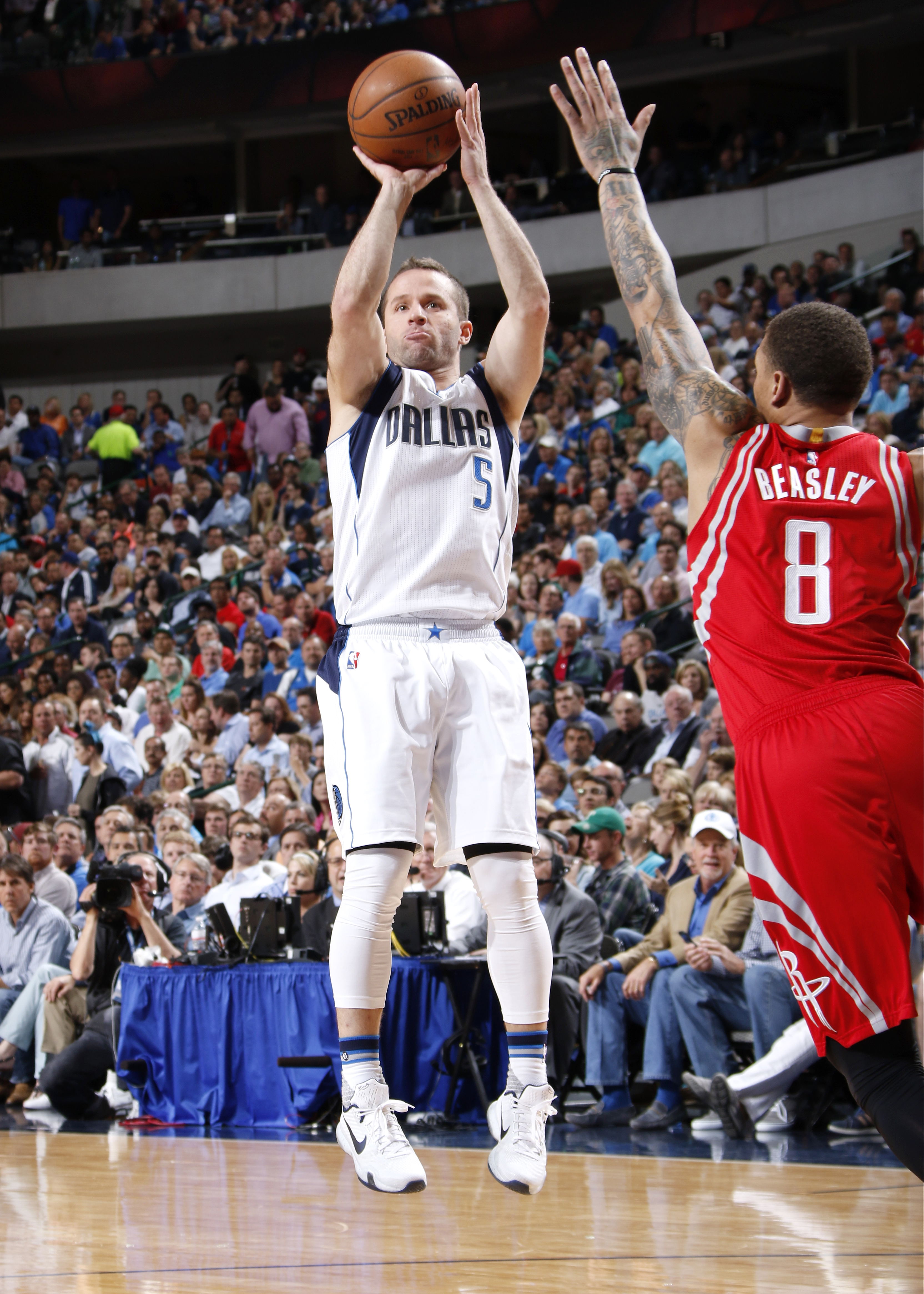 DALLAS, TX - APRIL 6: Jose Juan Barea #5 of the Dallas Mavericks shoots a jumper against the Houston Rockets on April 6, 2016 at the American Airlines Center in Dallas, Texas. (Photo by Glenn James/NBAE via Getty Images)