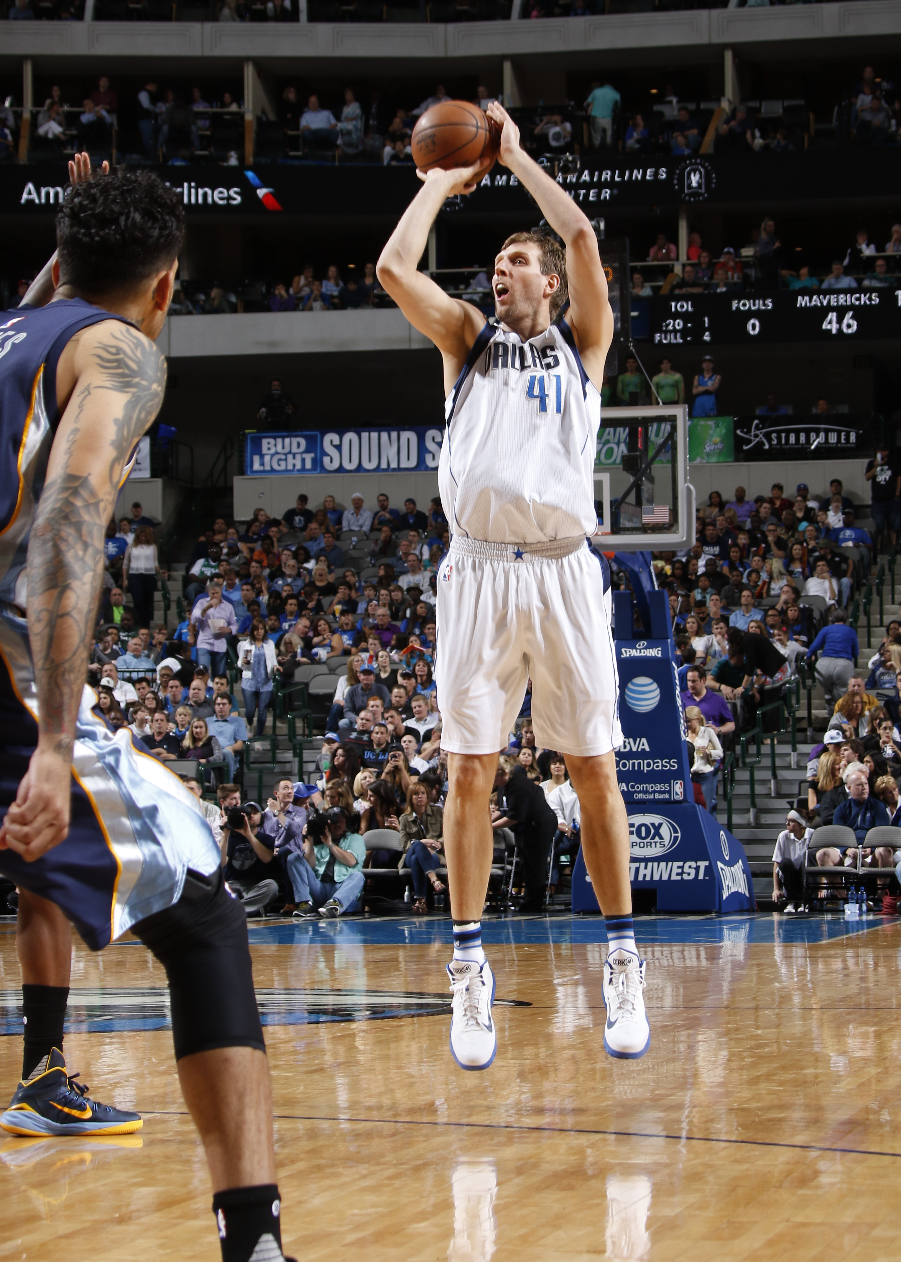 DALLAS, TX - APRIL 8: Dirk Nowitzki #41 of the Dallas Mavericks shoots a jumper against the Memphis Grizzlies on April 8, 2016 at the American Airlines Center in Dallas, Texas. (Photo by Danny Bollinger/NBAE via Getty Images)