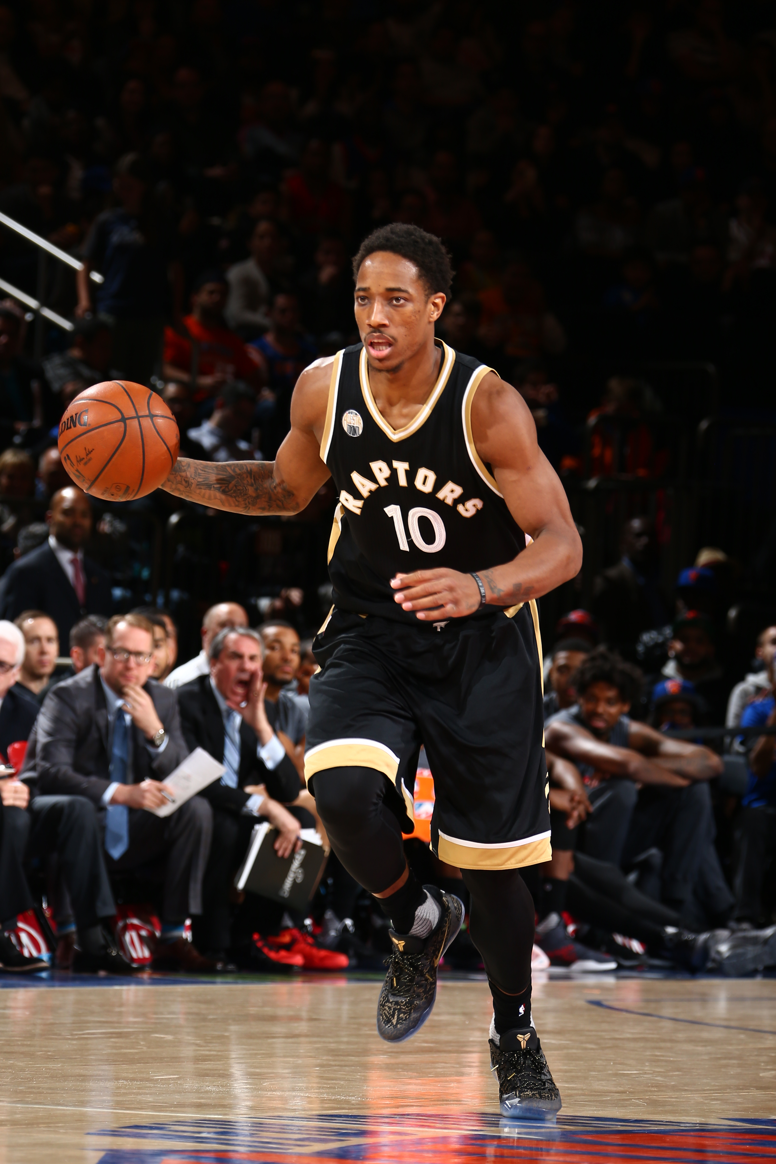 NEW YORK, NY - APRIL 10:  DeMar DeRozan #10 of the Toronto Raptors brings the ball up court against the New York Knicks on April 10, 2016 at Madison Square Garden in New York City.  (Photo by Nathaniel S. Butler/NBAE via Getty Images)