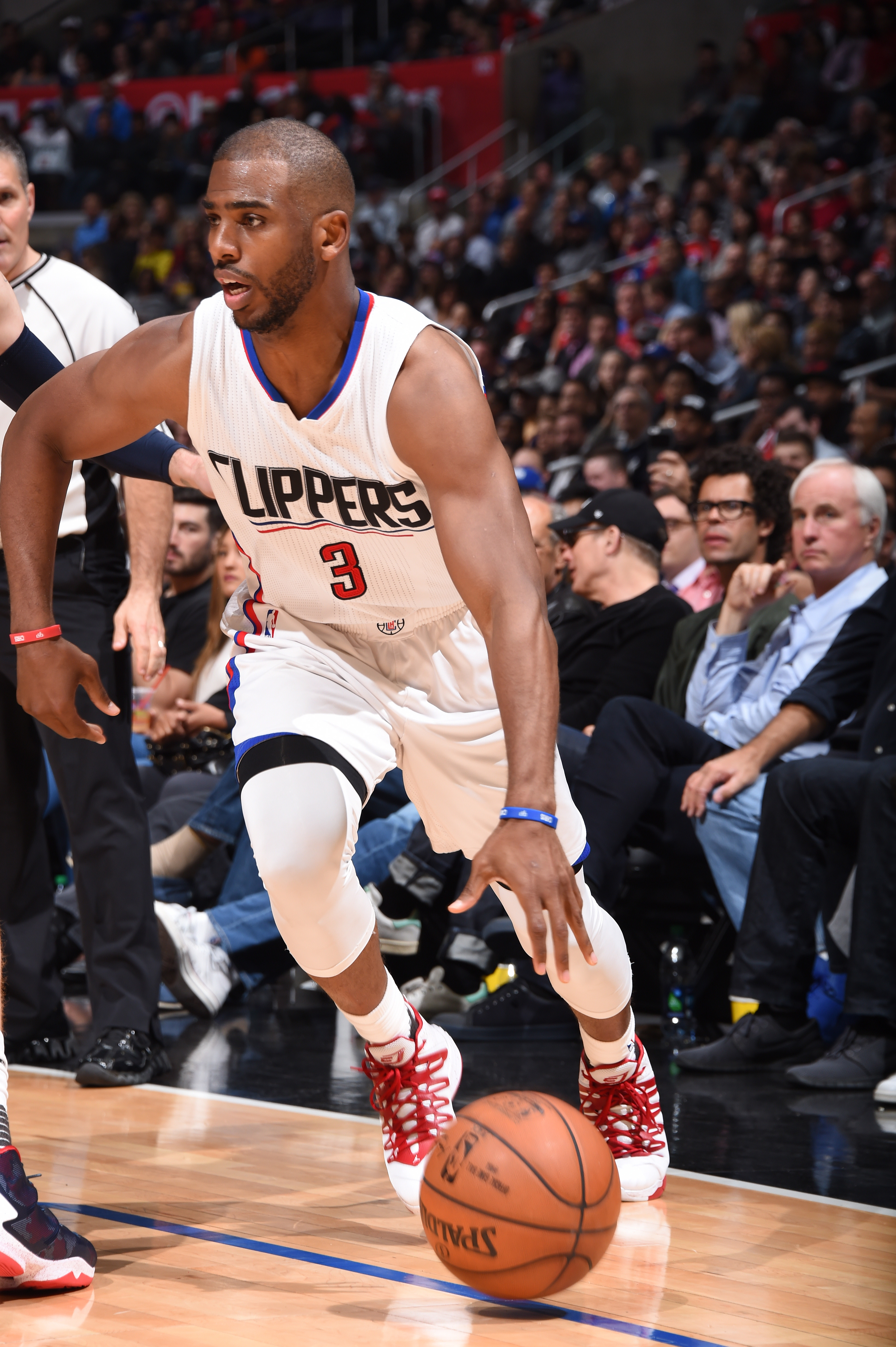 LOS ANGELES, CA - APRIL 12: Chris Paul #3 of the Los Angeles Clippers handles the ball against the Memphis Grizzlies on April 12, 2016 at STAPLES Center in Los Angeles, California. (Photo by Andrew D. Bernstein/NBAE via Getty Images)