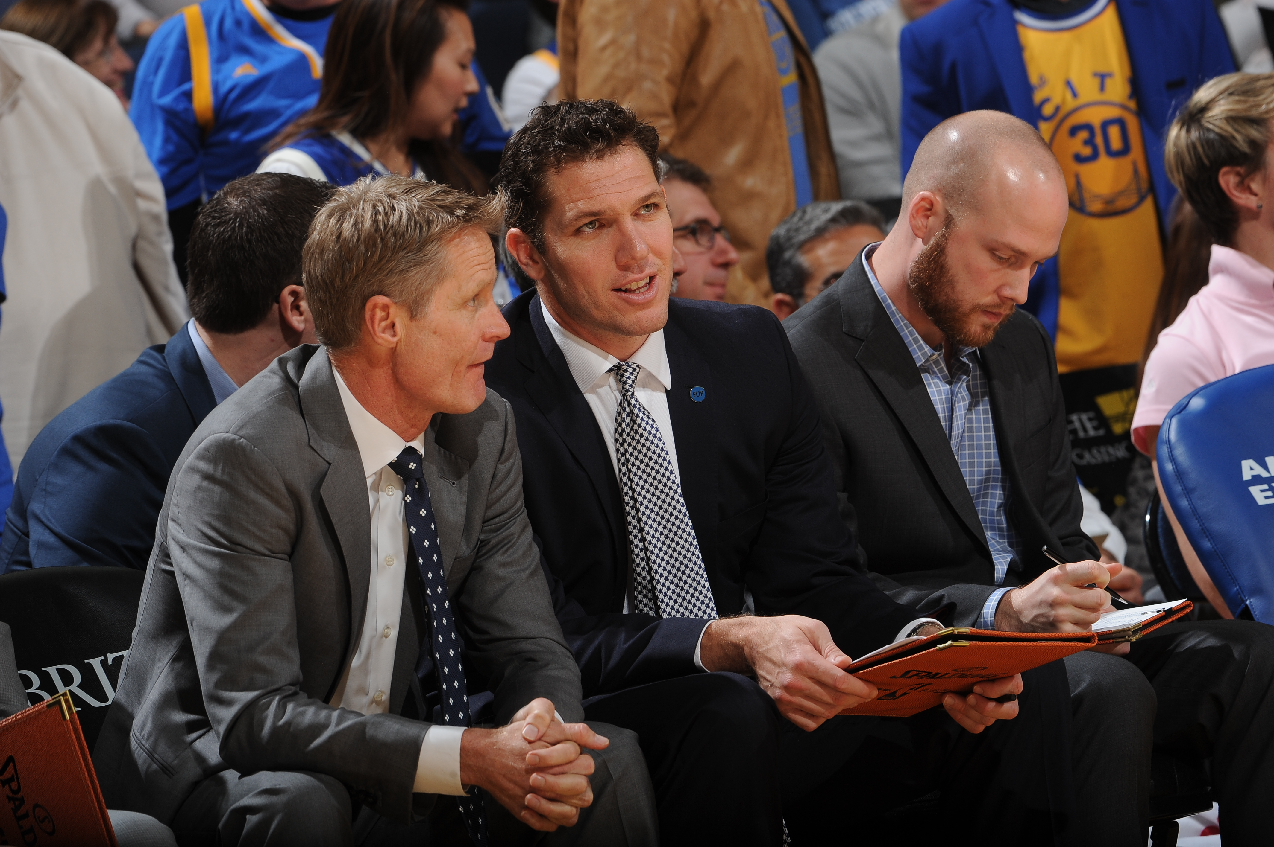 OAKLAND, CA - JANUARY 25: Head coach Steve Kerr chats with assistant coach Luke Walton of the Golden State Warriors while facing the San Antonio Spurs on January 25, 2016 at Oracle Arena in Oakland, California. (Photo by Noah Graham/NBAE via Getty Images)