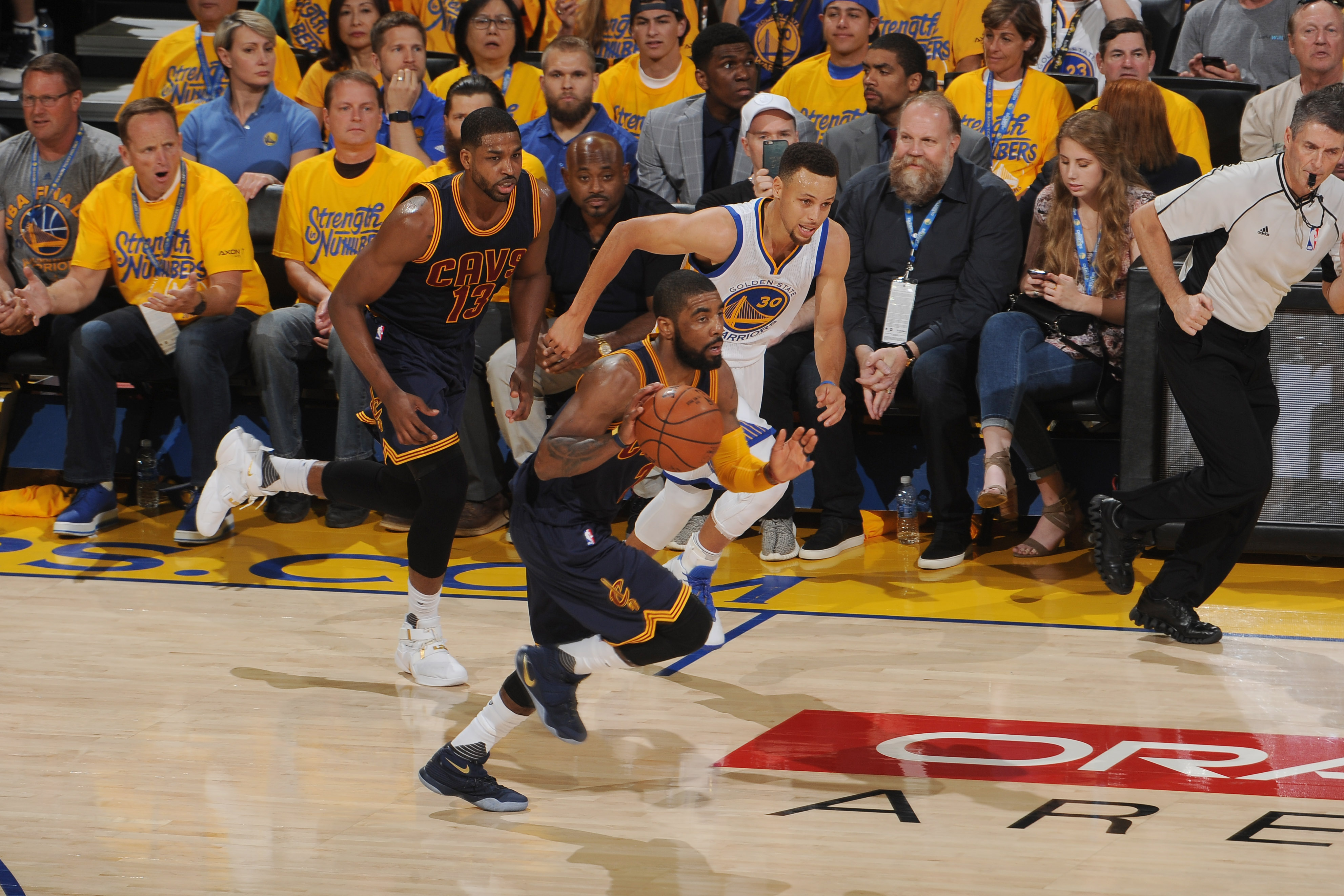 OAKLAND, CA - JUNE 5: J.R. Smith #5 of the Cleveland Cavaliers drives to the basket against the Golden State Warriors during Game Two of the 2016 NBA Finals on June 5, 2016 at ORACLE Arena in Oakland, California. (Photo by Noah Graham/NBAE via Getty Image
