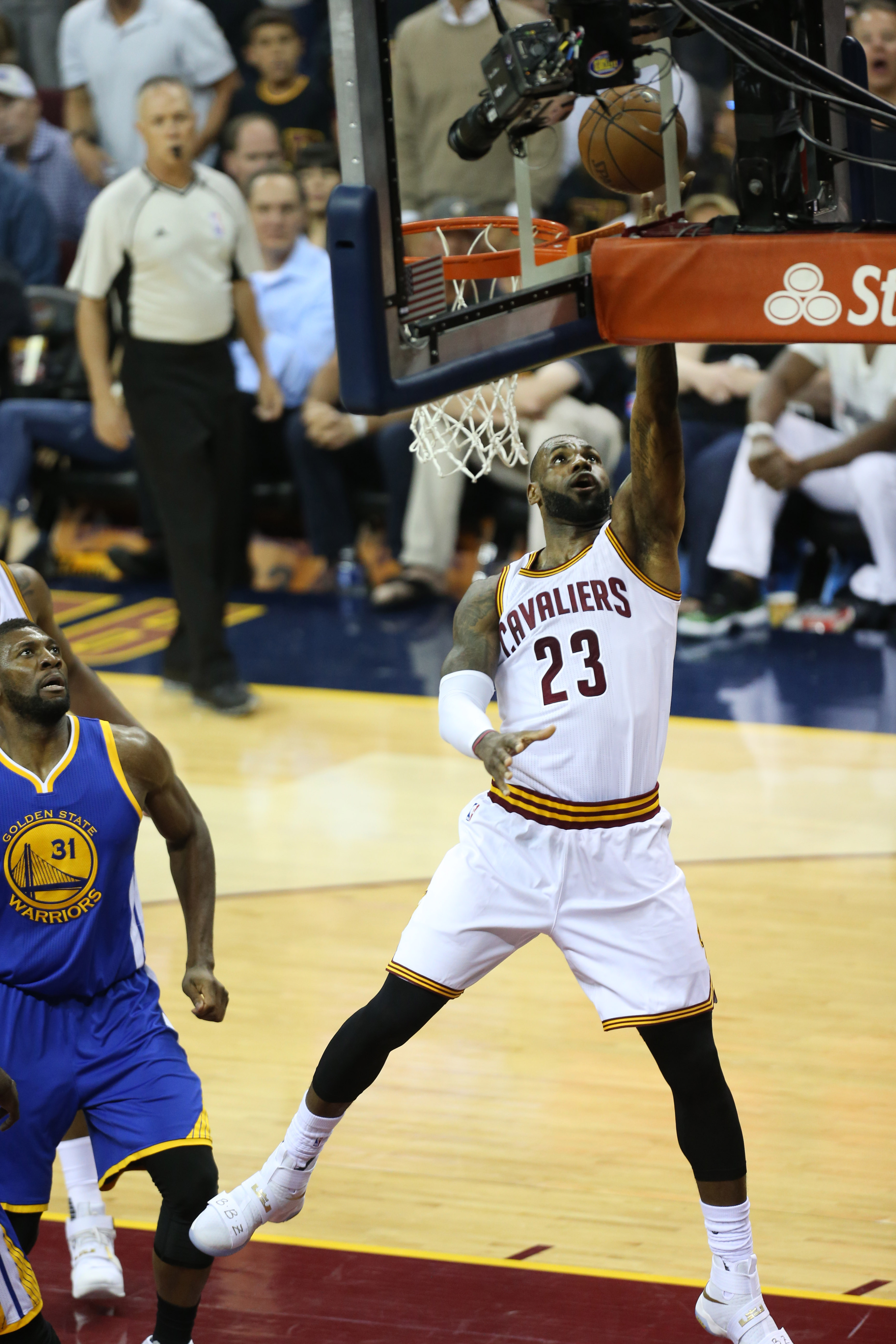 CLEVELAND, OH - JUNE 16: LeBron James #23 of the Cleveland Cavaliers goes for the lay up against the Golden State Warriors during Game Six of the 2016 NBA Finals on June 16, 2016 at Quicken Loans Arena in Cleveland, Ohio. (Photo by Joe Murphy/NBAE via Get
