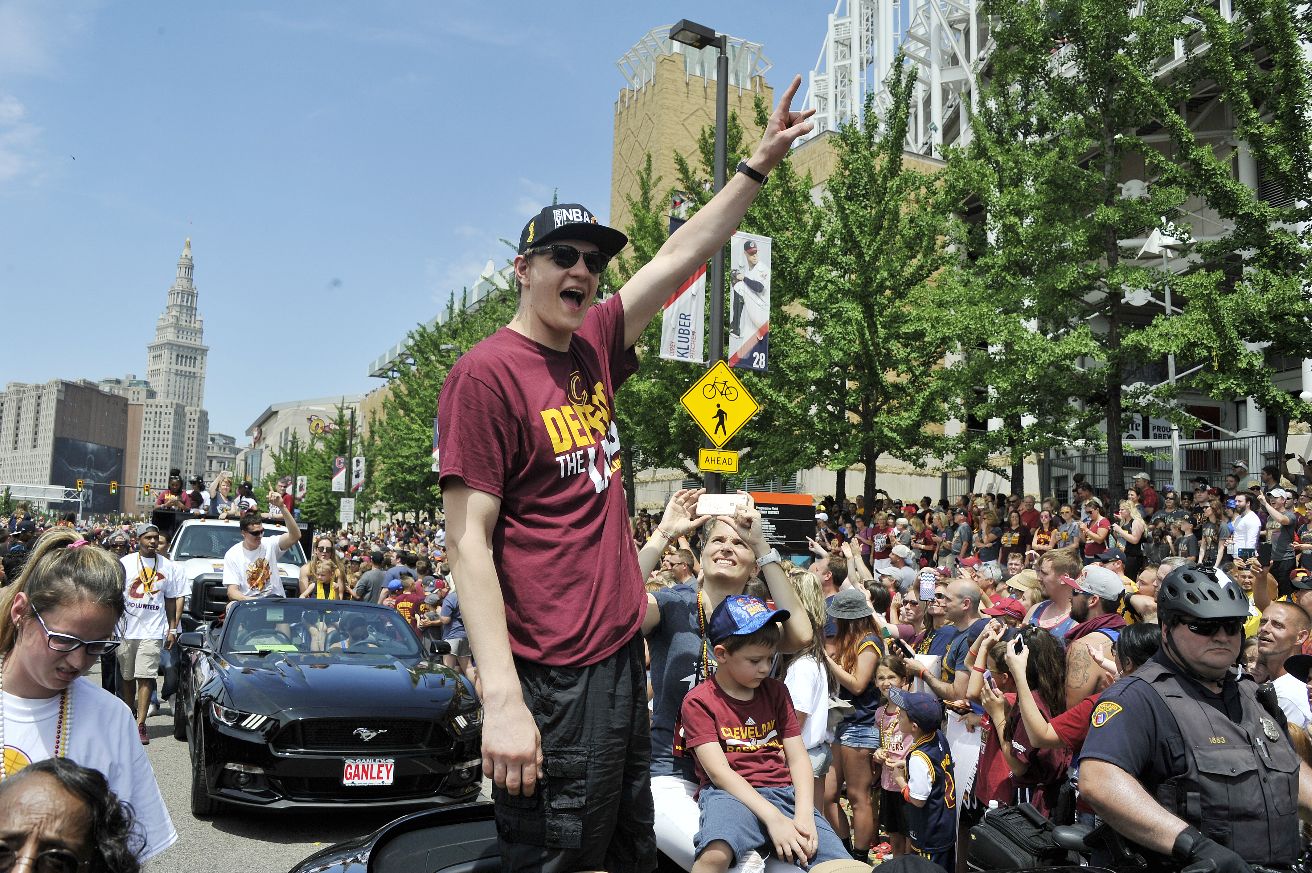 CLEVELAND, OH - JUNE 22:  Timofey Mozgov #20 of the Cleveland Cavaliers waves to the fans during the Cleveland Cavaliers Victory Parade And Rally on June 22, 2016 in downtown Cleveland, Ohio.  (Photo by David Liam Kyle/NBAE/Getty Images)