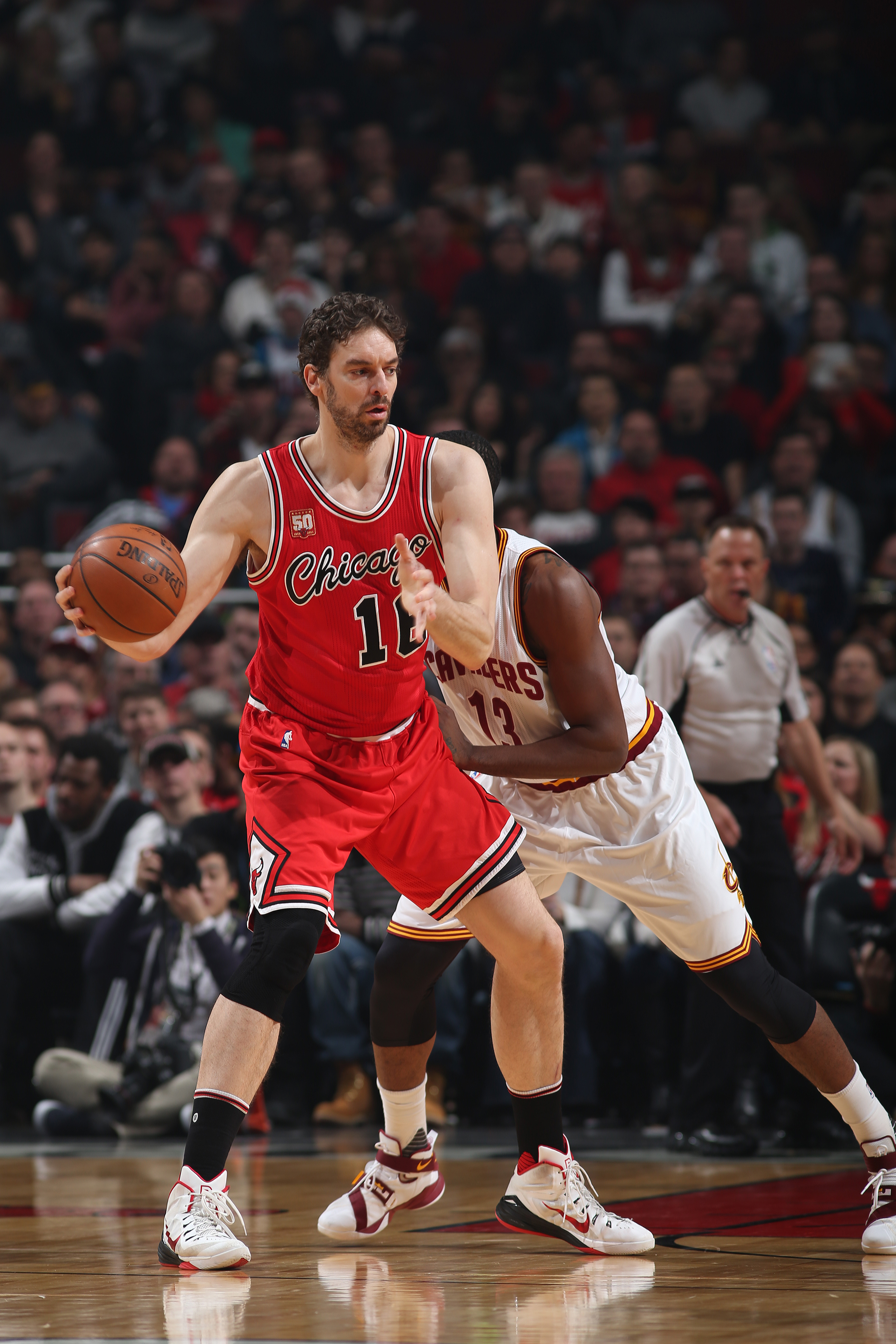 CHICAGO, IL - APRIL 9:  Pau Gasol #16 of the Chicago Bulls handles the ball against the Cleveland Cavaliers on April 9, 2016 at the United Center in Chicago, Illinois. (Photo by Gary Dineen/NBAE via Getty Images)