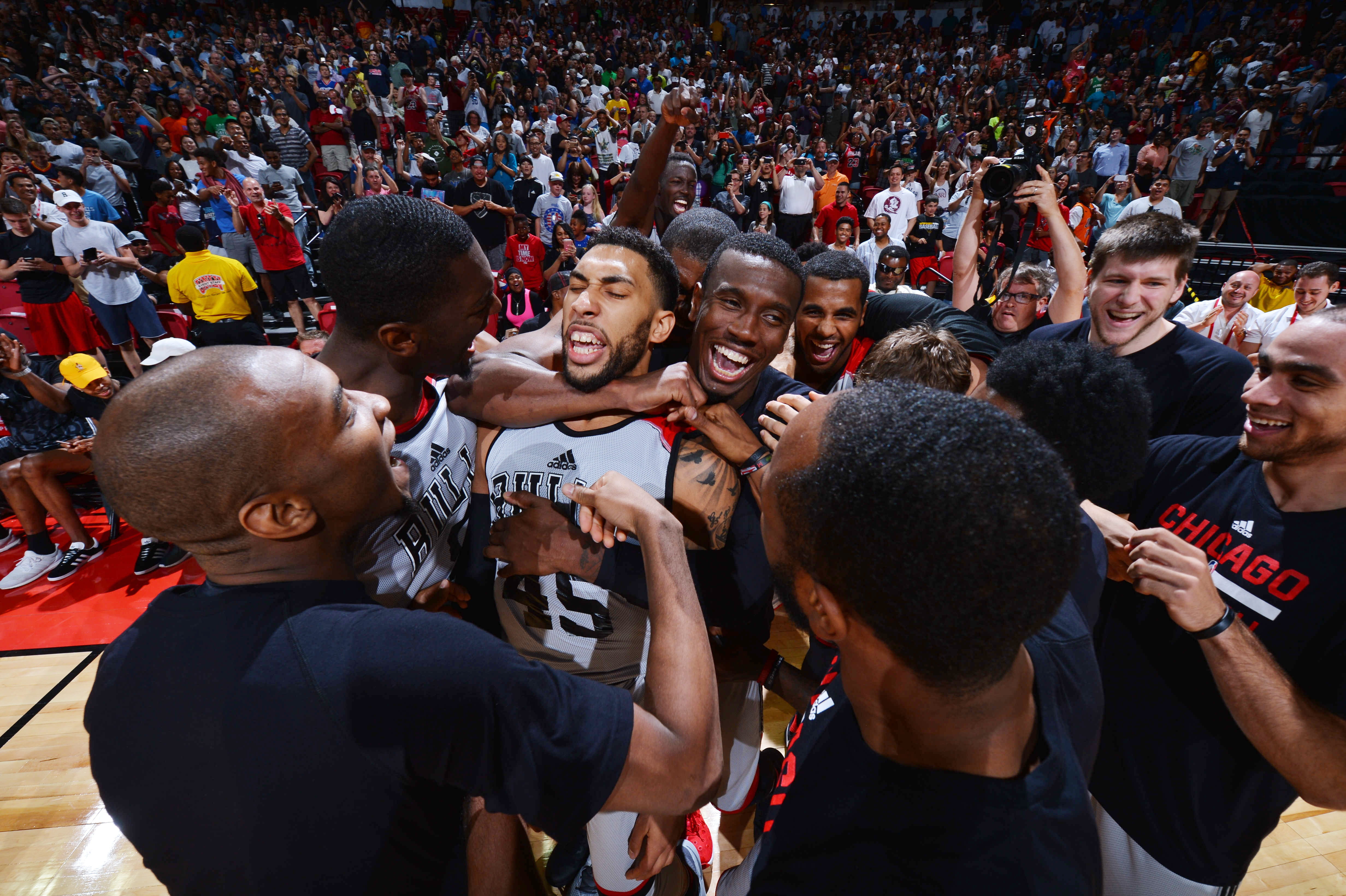 LAS VEGAS, NV - JULY 18:  Denzel Valentine #45 of the Chicago Bulls celebrates with his teammates after hitting the game winning shot against the Minnesota Timberwolves during the 2016 NBA Las Vegas Summer League game on July 18, 2016 at the Thomas & Mack