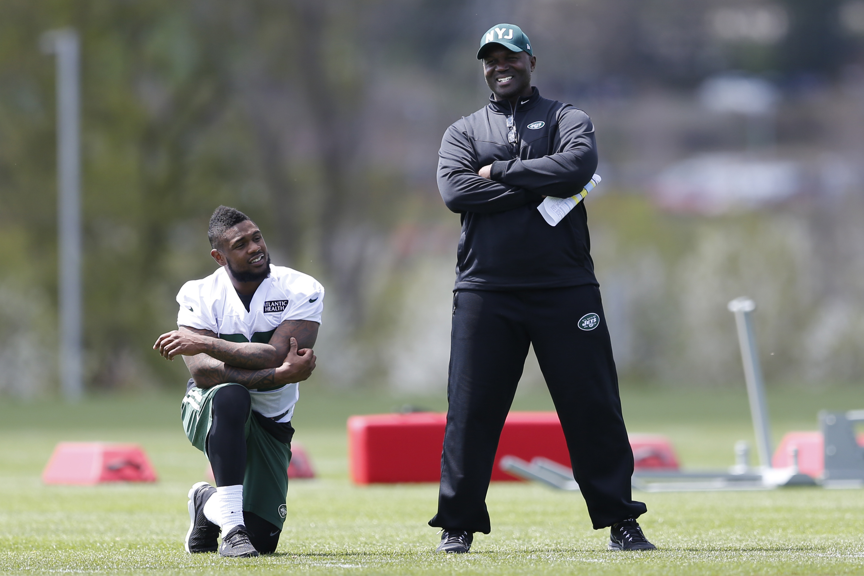 New York Jets head coach Todd Bowles, right, talks to running back Stevan Ridley during voluntary minicamp ahead of the NFL football season, Tuesday, April 28, 2015, in Florham Park, N.J. (AP Photo/Julio Cortez)