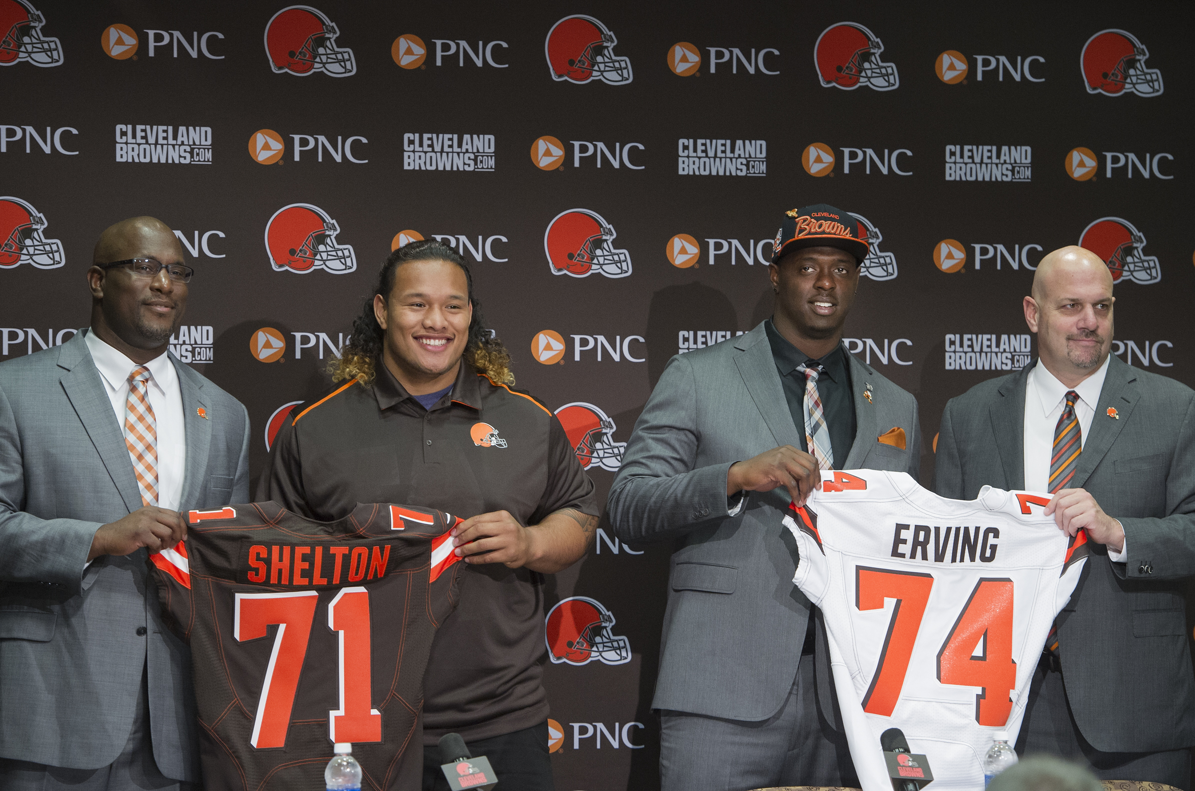 Cleveland Browns general manager Ray Farmer, left, stands with Browns first-round draftees Danny Shelton, second from left, and Cameron Erving, second from right, and Browns head coach Mike Pettine, right, at a news conference in Berea, Ohio, Friday, May