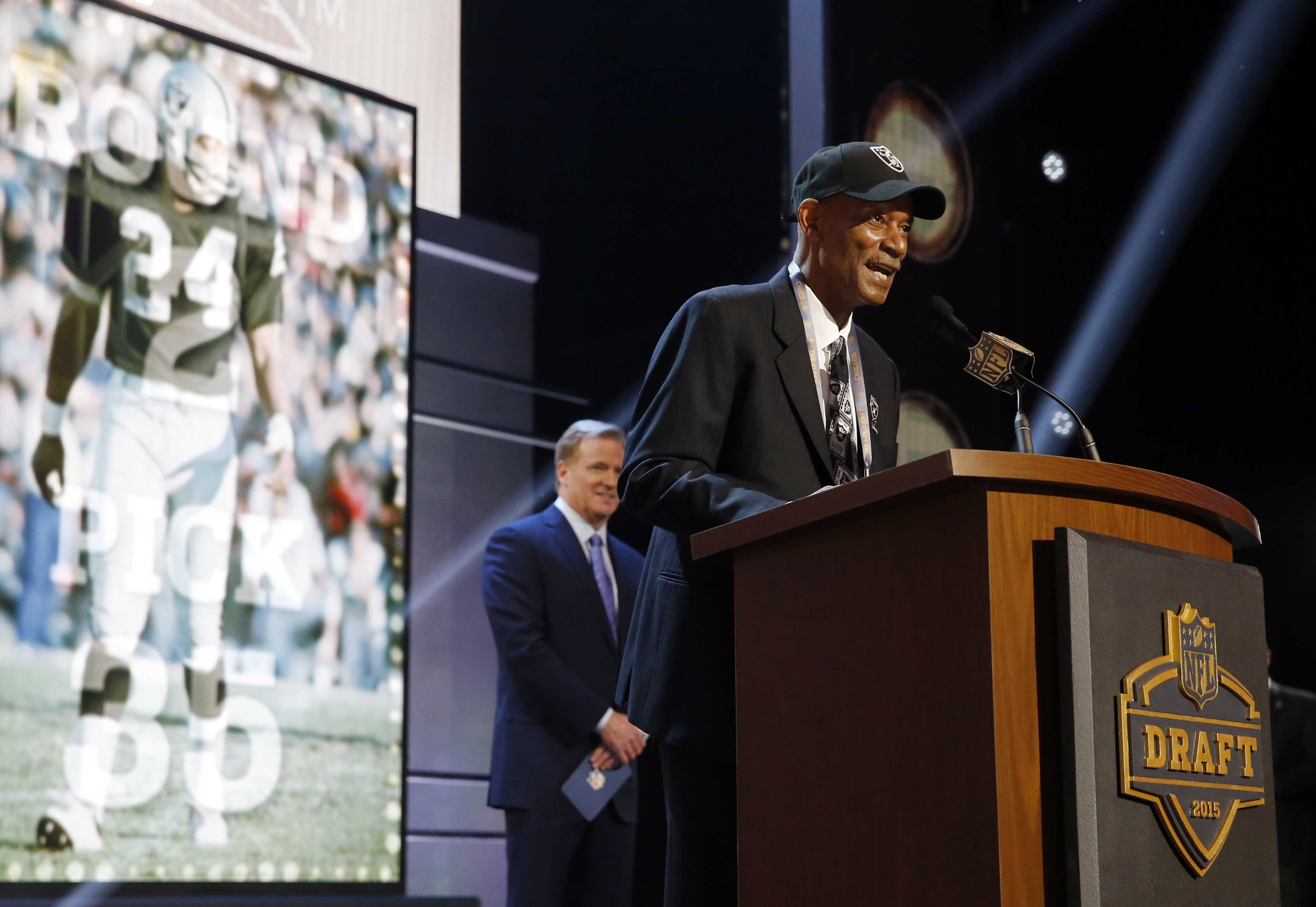 Former Oakland Raiders cornerback Willie Brown announces after the Oakland Raiders selects Florida State defensive lineman Mario Edwards the 35th pick in the second round of the 2015 NFL Football Draft,  Friday, May 1, 2015, in Chicago. (AP Photo/Charles