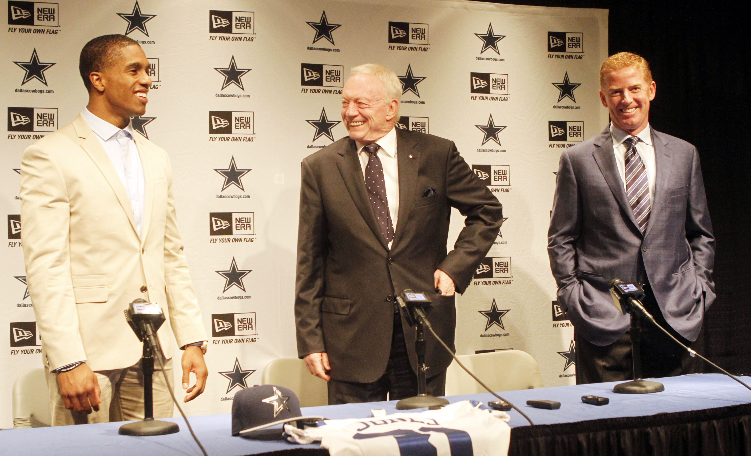 Dallas Cowboys first-round draft pick Byron Jones, left, talks with owner Jerry Jones, second from right, and head coach Jason Garrett during a news conference Friday, May 1, 2015, in Valley Ranch, Texas. (Jeffery Washington/The Fort Worth Star-Telegram v