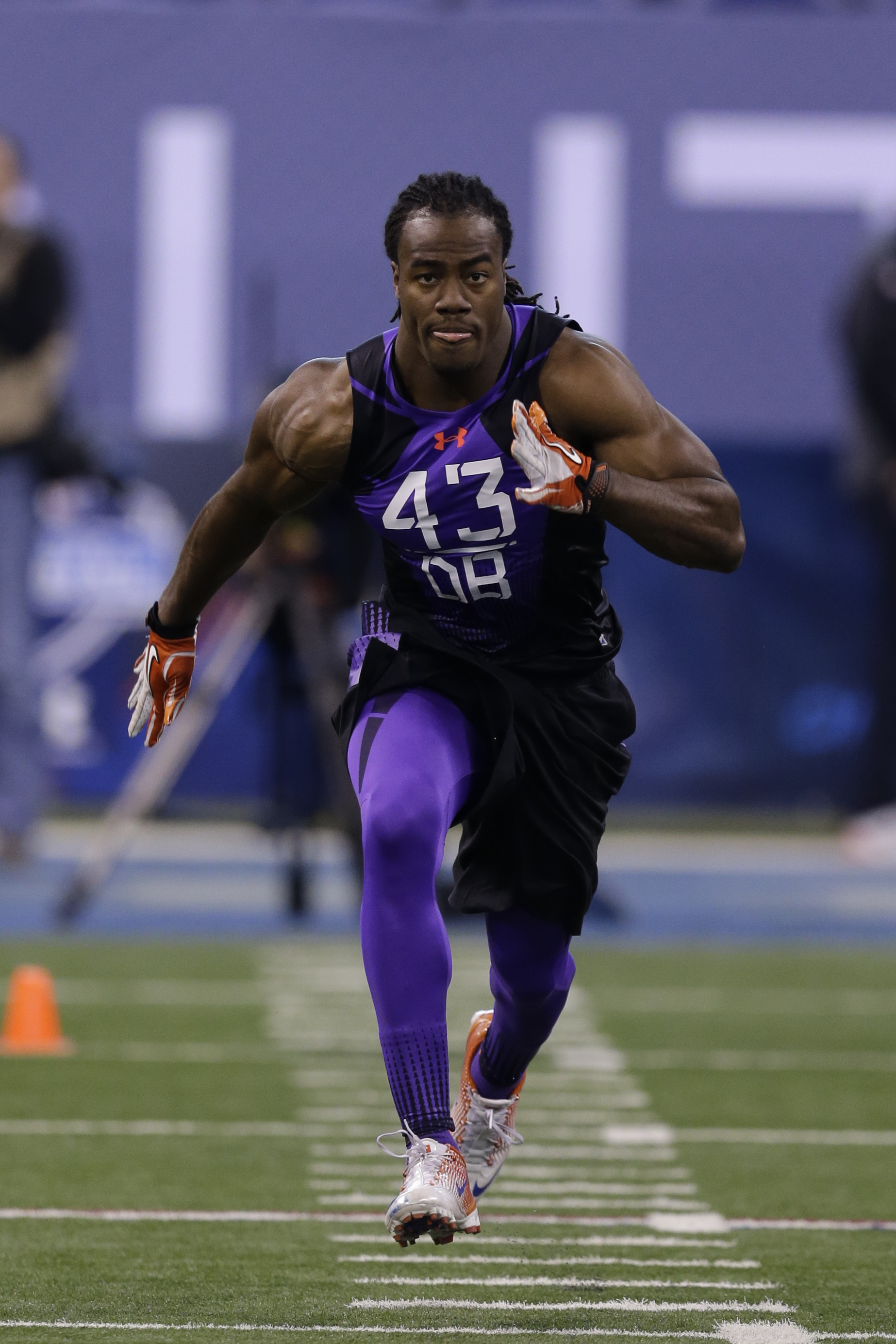 USC defensive back Josh Shaw runs a drill at the NFL football scouting combine in Indianapolis, Monday, Feb. 23, 2015. (AP Photo/Julio Cortez)