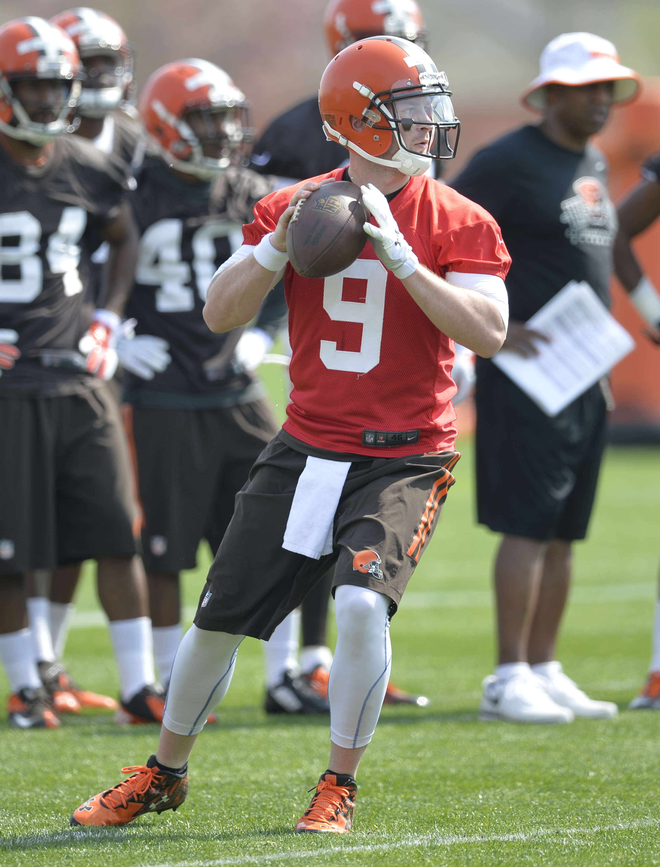Cleveland Browns quarterback Connor Shaw (9) drops back to pass during practice at NFL football minicamp in Berea, Ohio, Friday, May 8, 2015. (AP Photo/David Richard)