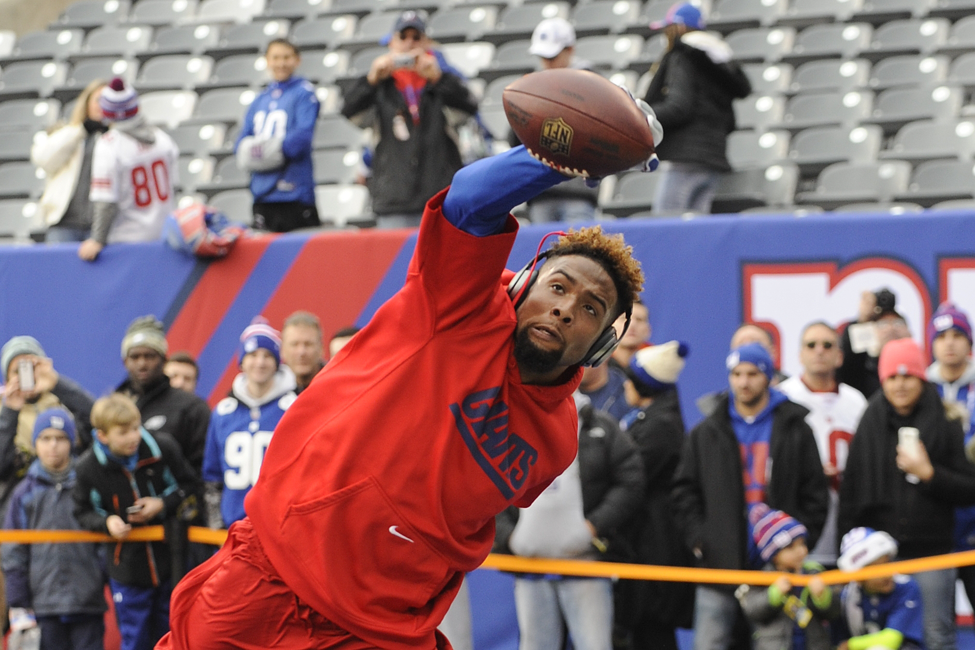 New York Giants' Odell Beckham catches a pass as he warms up before an NFL football game against the Philadelphia Eagles Sunday, Dec. 28, 2014, in East Rutherford.  (AP Photo/Bill Kostroun)