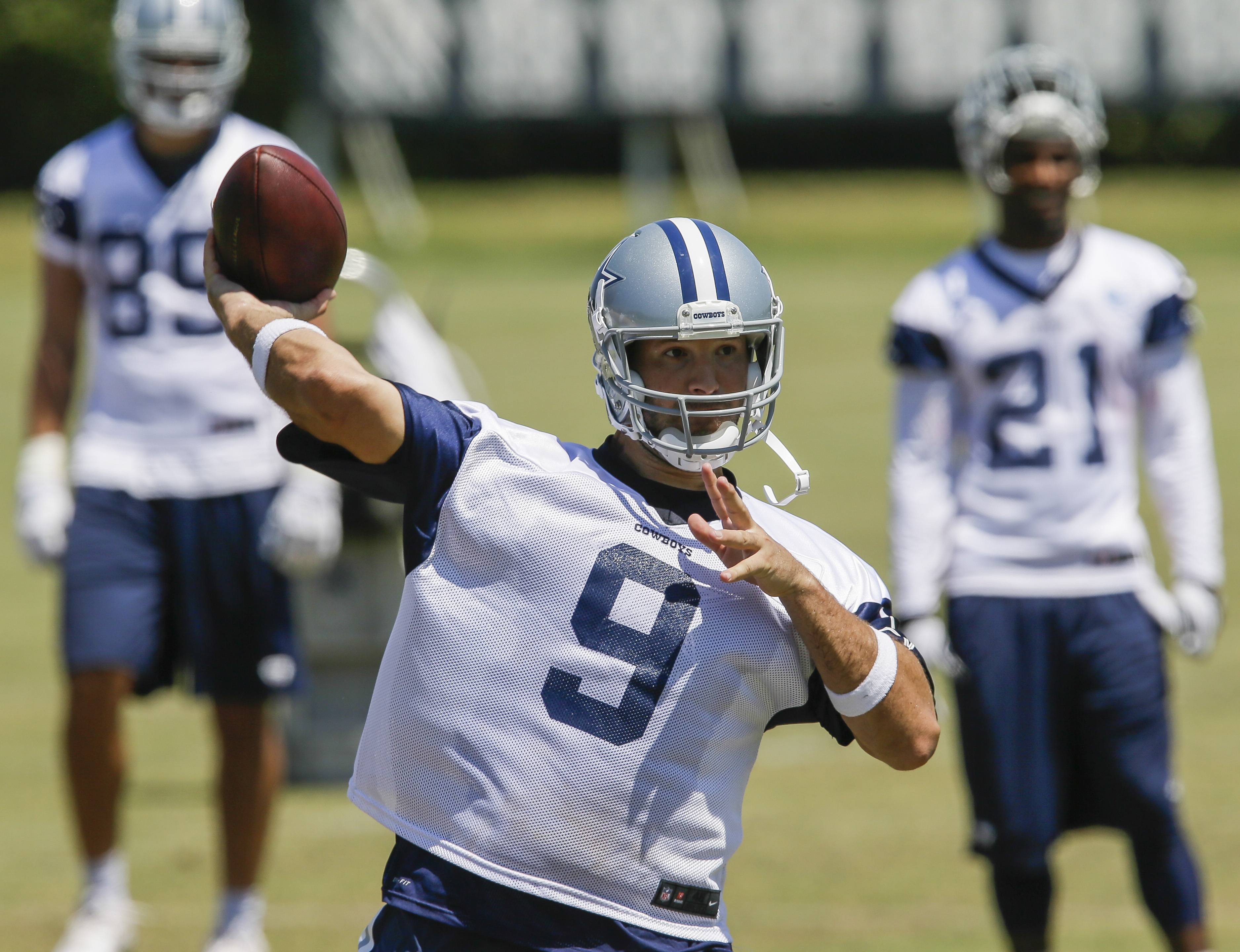 Dallas Cowboys quarterback Tony Romo throws a pass during an NFL football organized activity, Wednesday, June 10, 2015, in Irving, Texas. (AP Photo/Tim Sharp)