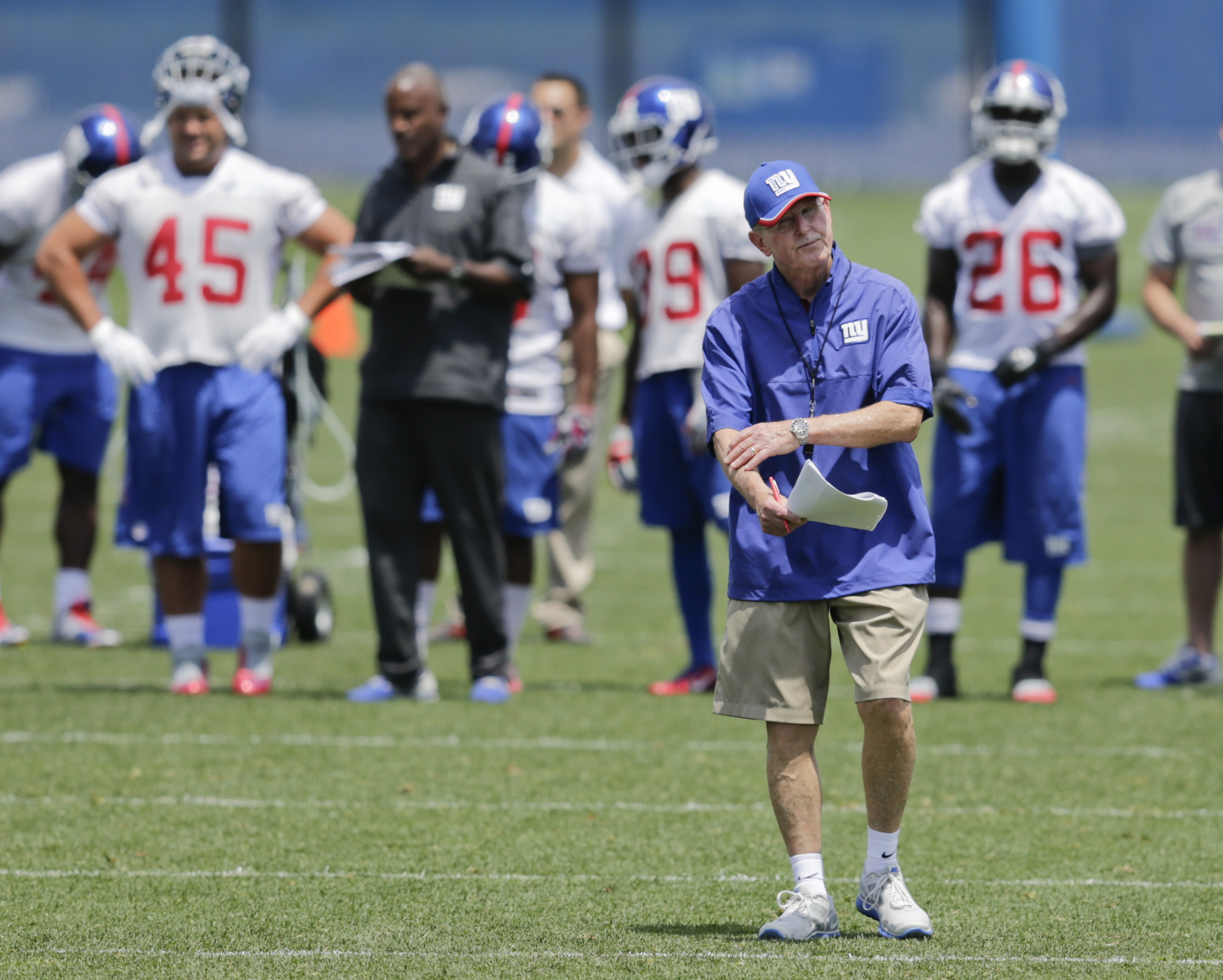 New York Giants head coach Tom Coughlin watches his team during NFL football minicamp,  Wednesday, June 17, 2015, in East Rutherford, N.J.  (AP Photo/Frank Franklin II)