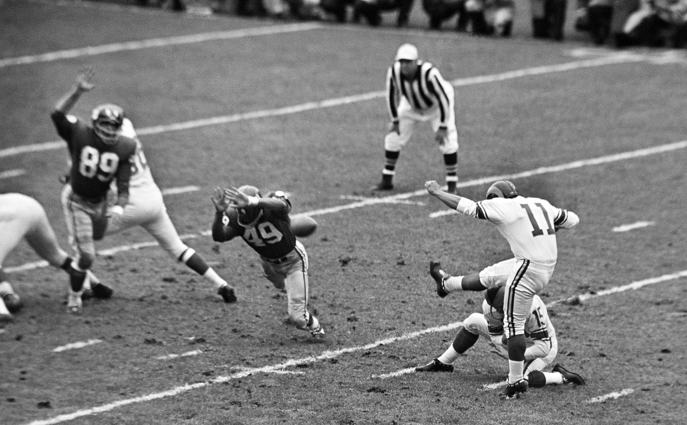 FILE -  In this Oct. 22, 1961, file photo, New York Giants halfback Erich Barnes (49) blocks field goal-attempt by Los Angeles Rams' Danny Villanueva (11) in the first period of NFL game in New York's Yankee Stadium. Villanueva, who was one of the NFL's f