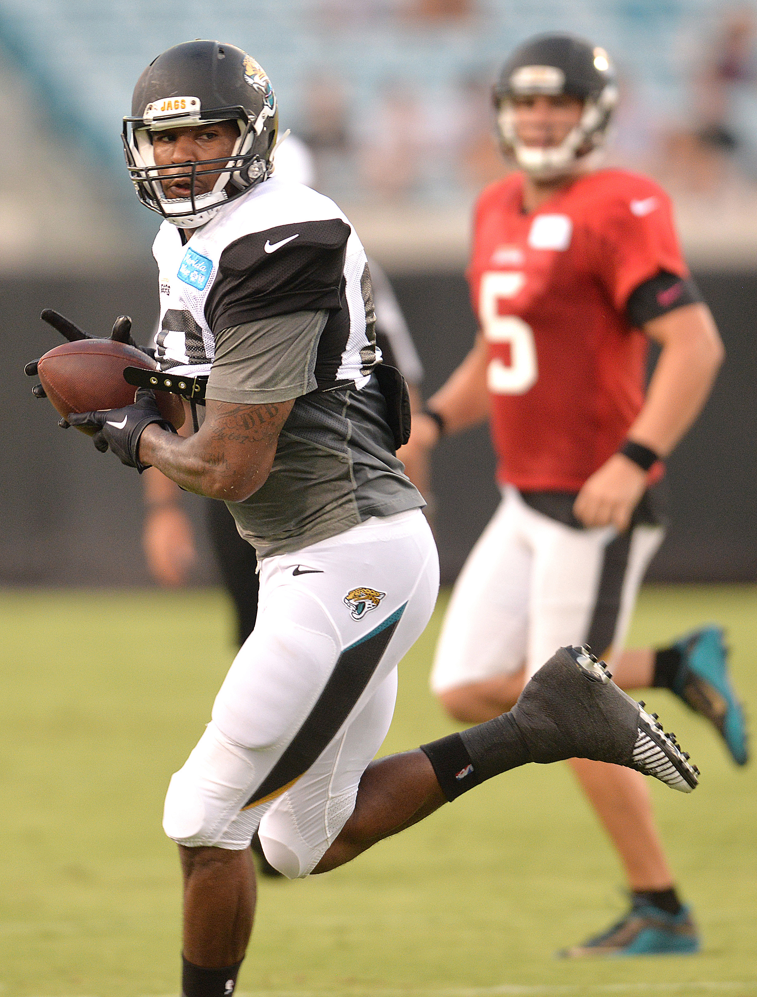 Jacksonville Jaguars' Julius Thomas catches a pass from Blake Bortles (5) during an NFL football scrimmage Saturday, Aug. 8, 2015, in Jacksonville, Fla. (Bruce Lipsky/The Florida times-Union via AP)