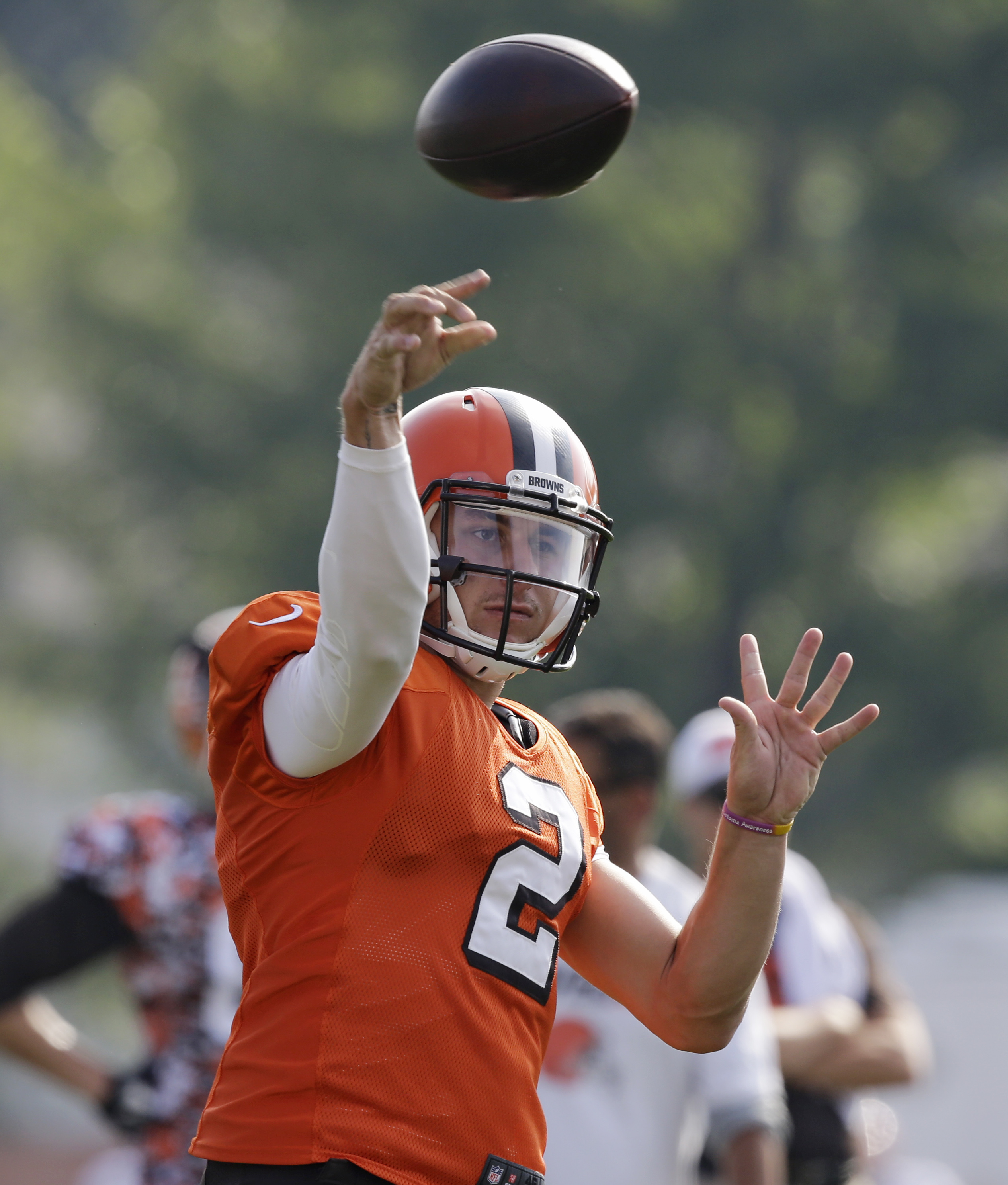 Cleveland Browns quarterback Johnny Manziel throws during practice at the NFL football team's training camp Monday, Aug. 10, 2015, in Berea, Ohio. (AP Photo/Tony Dejak)