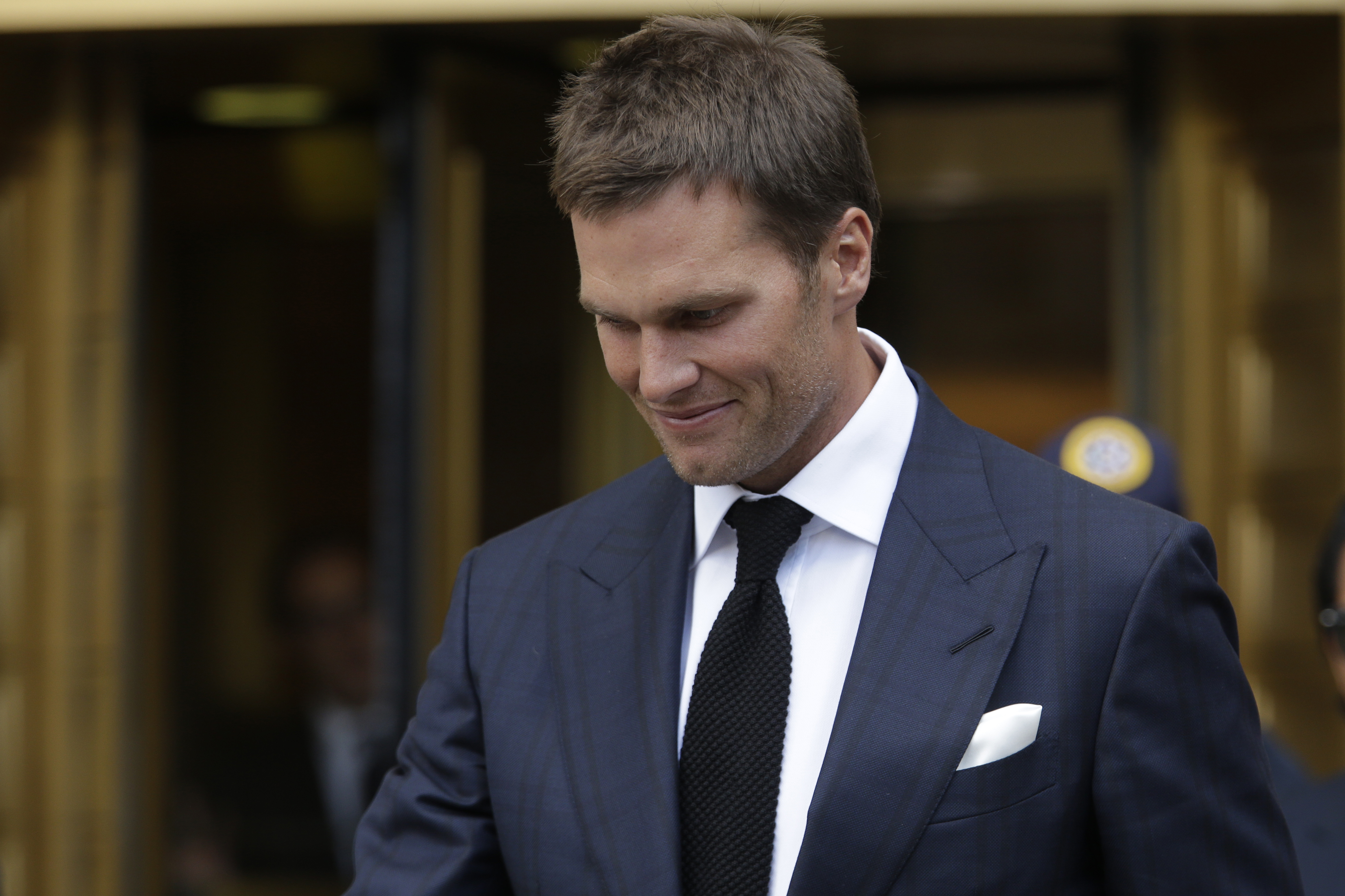 New England Patriots quarterback Tom Brady leaves federal court Wednesday, Aug. 12, 2015, in New York. Brady left the courthouse after a full day of talks with a federal judge in his dispute with the NFL over a four-game suspension. (AP Photo/Mary Altaffe